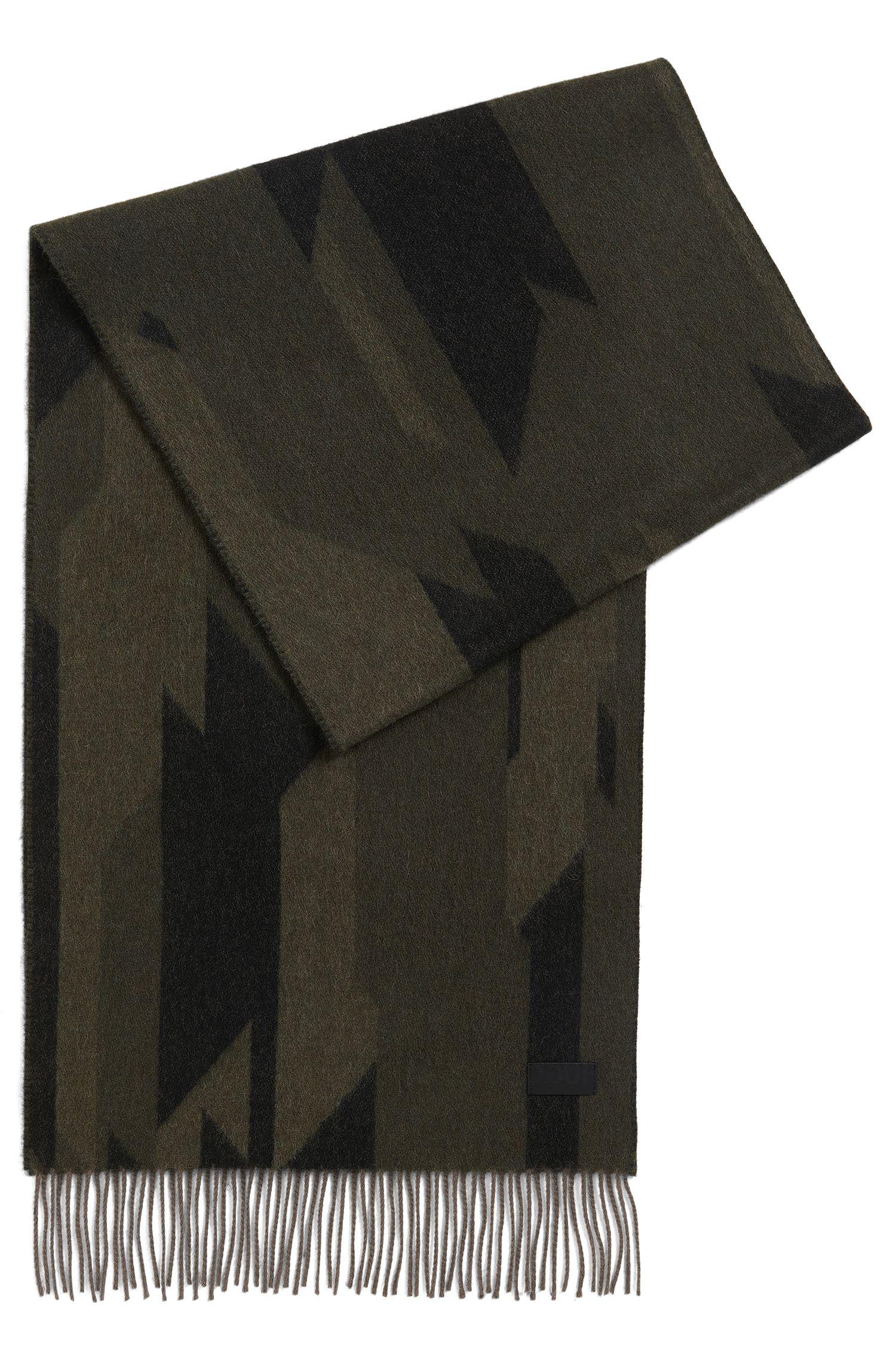 Sjaal van een gekaarde wolmix met camouflagedessin