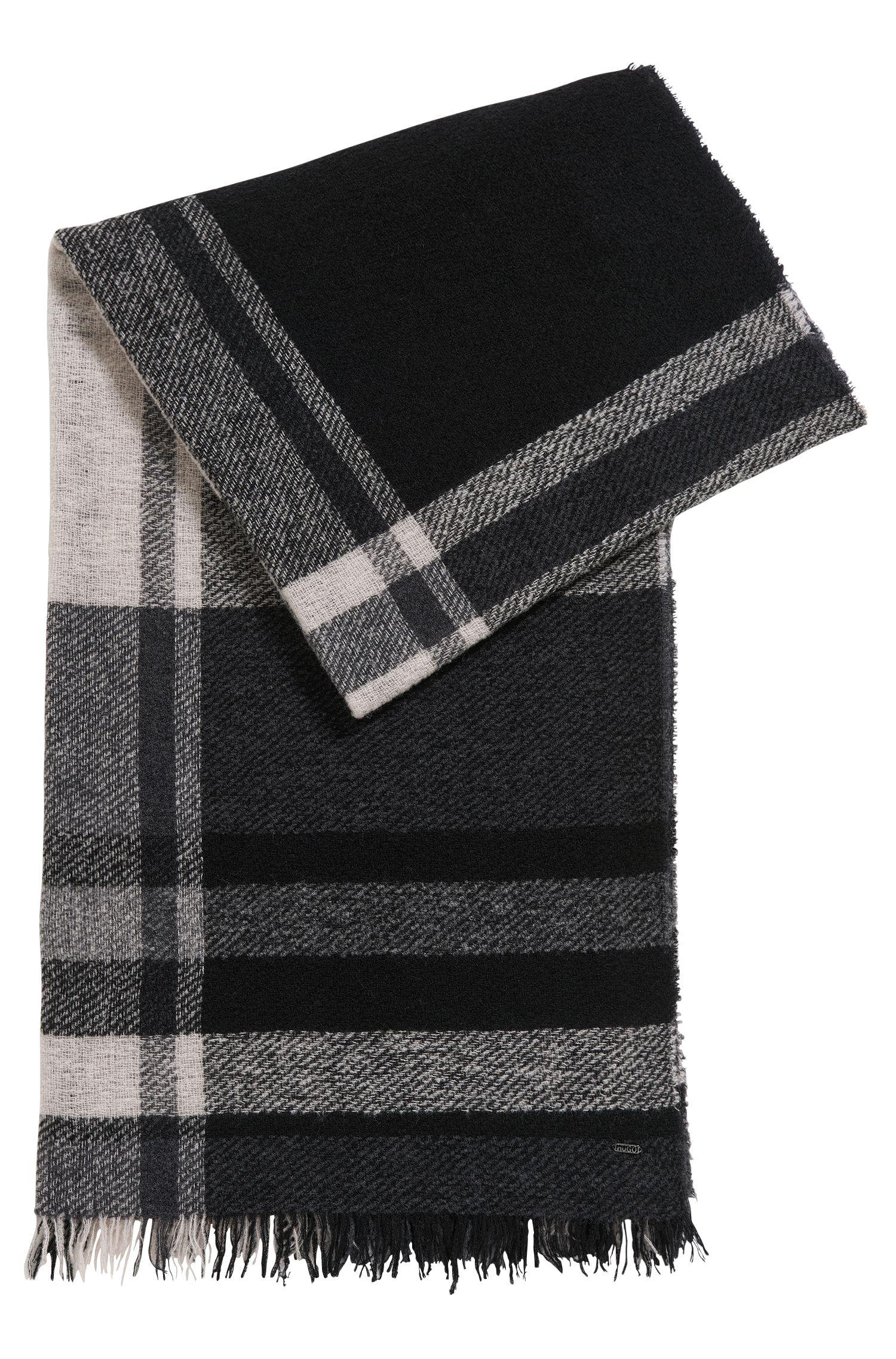 Écharpe à carreaux en maille bouclette de laine vierge mélangée