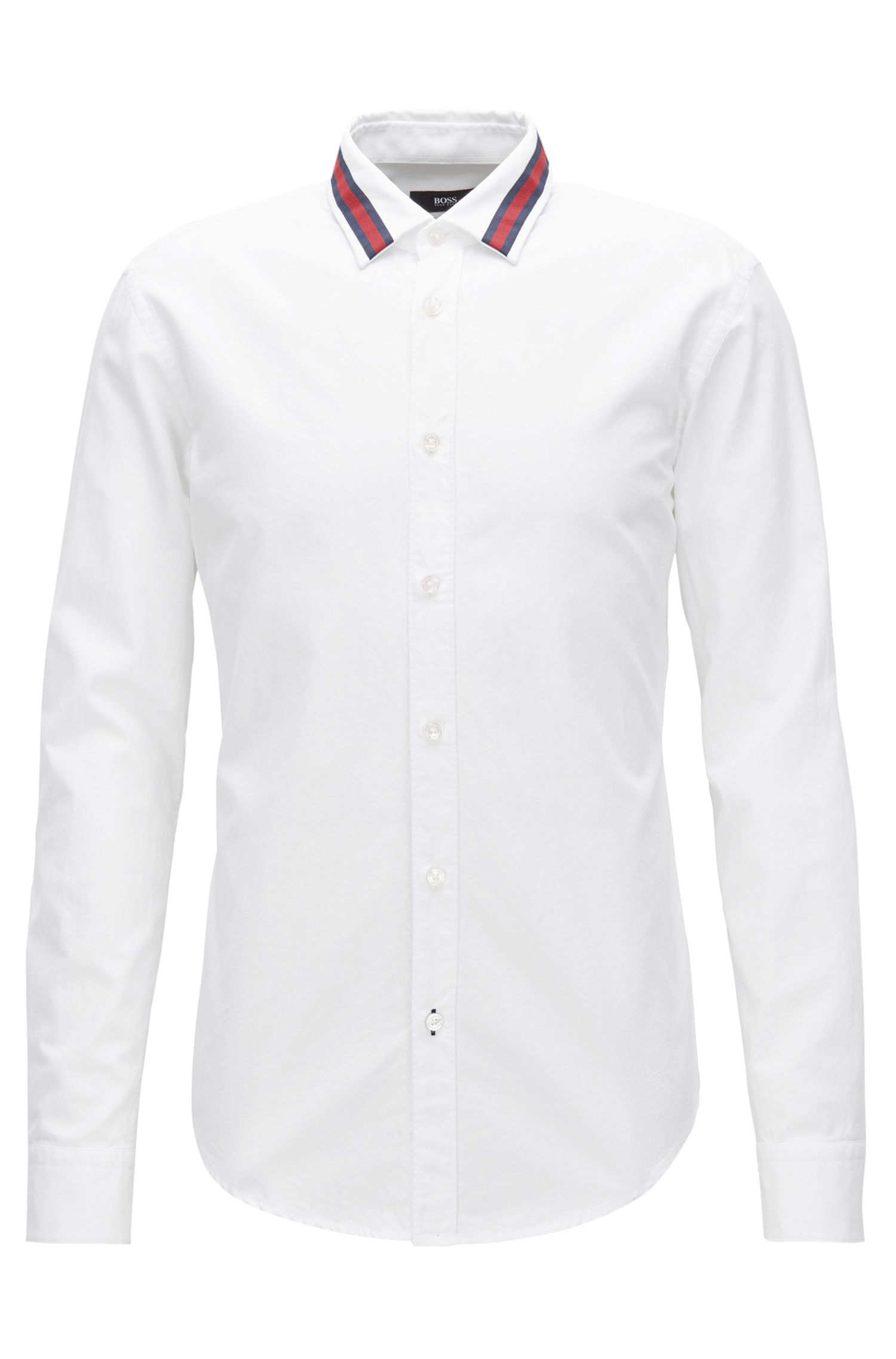 Camicia slim fit in cotone con colletto in risalto