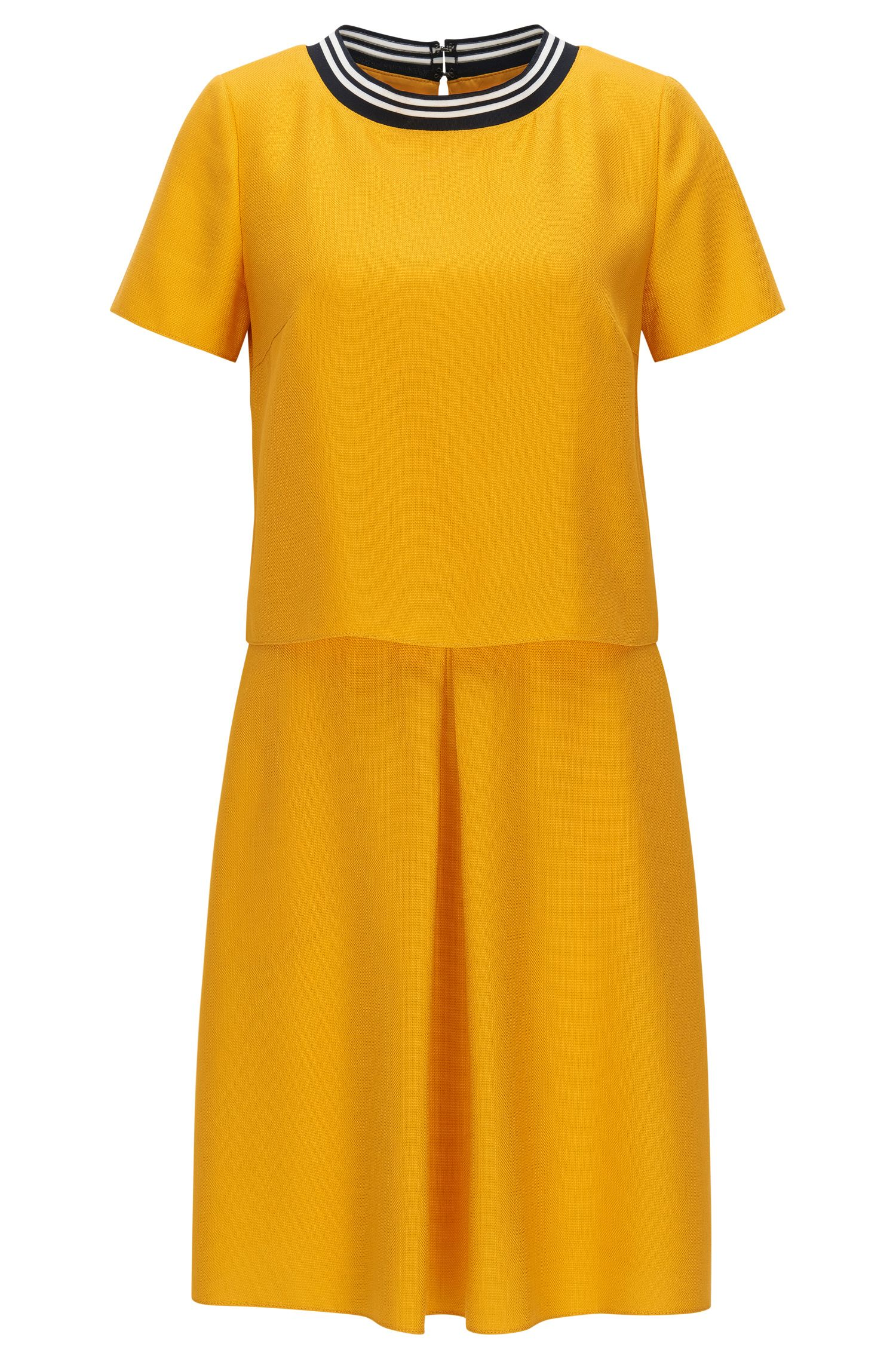 Lightweight short-sleeved layer dress