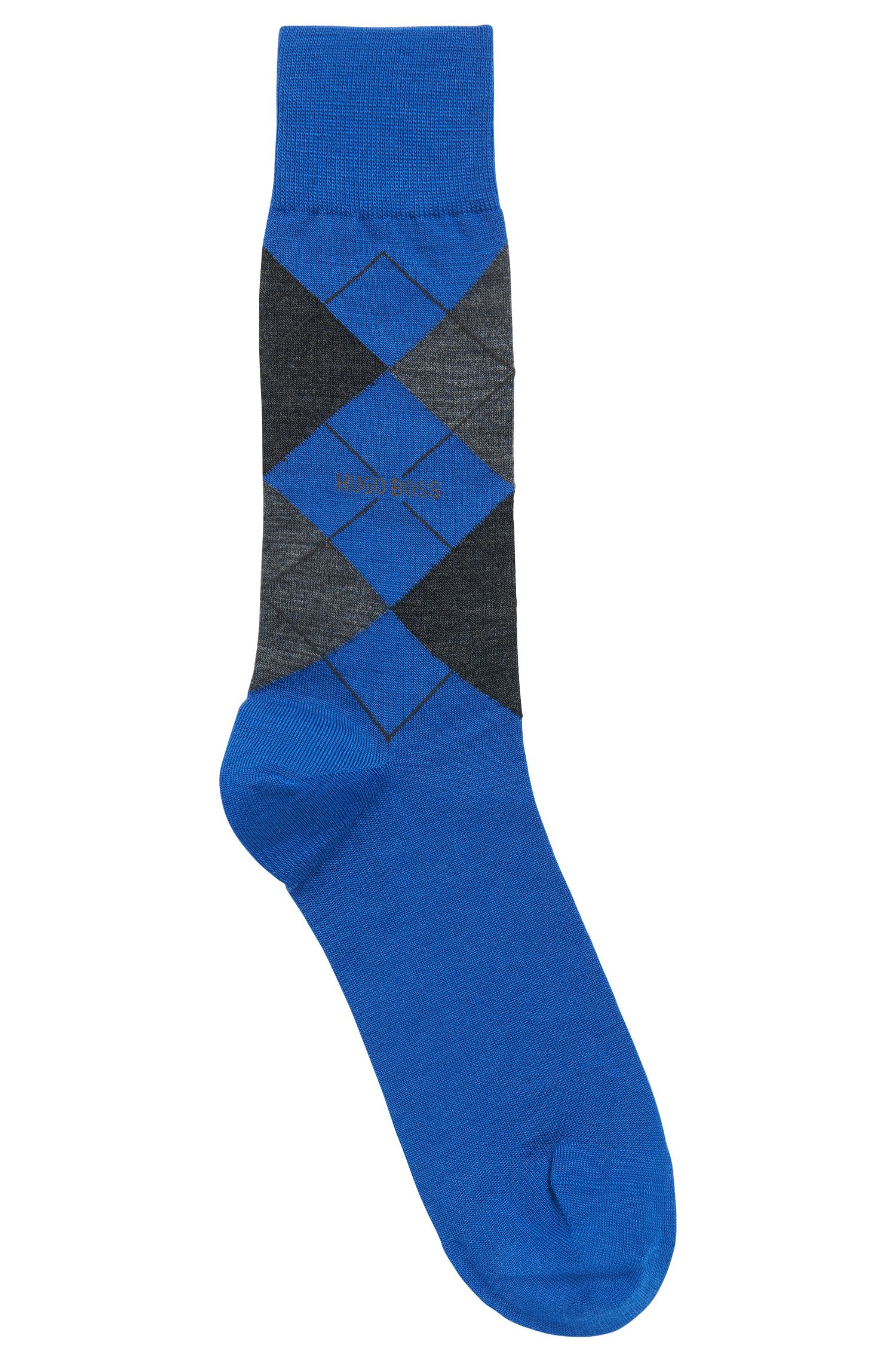 Regular-length socks in climate-regulating fabric