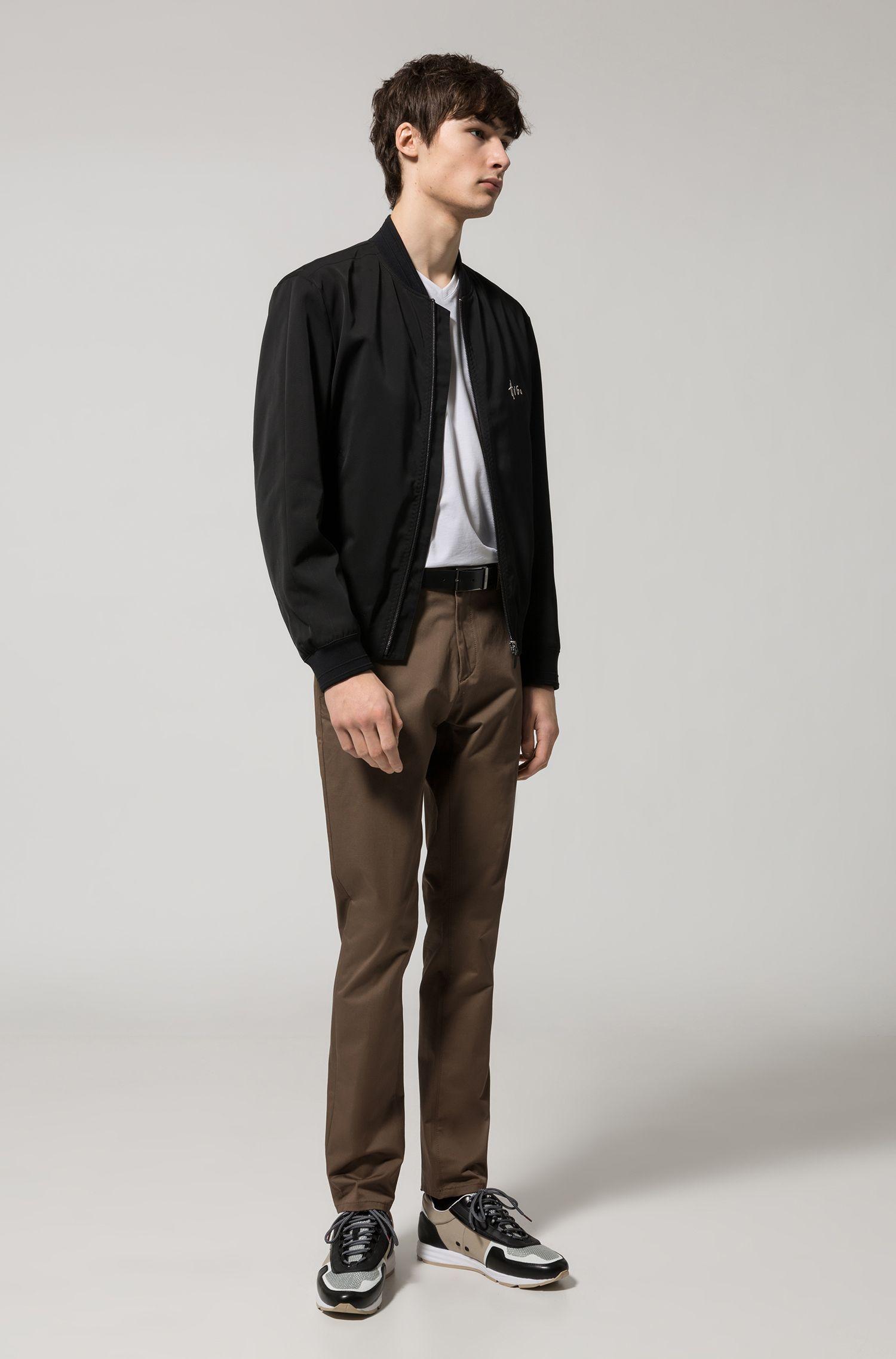 T-Shirt aus elastischem Baumwoll-Jersey mit V-Ausschnitt