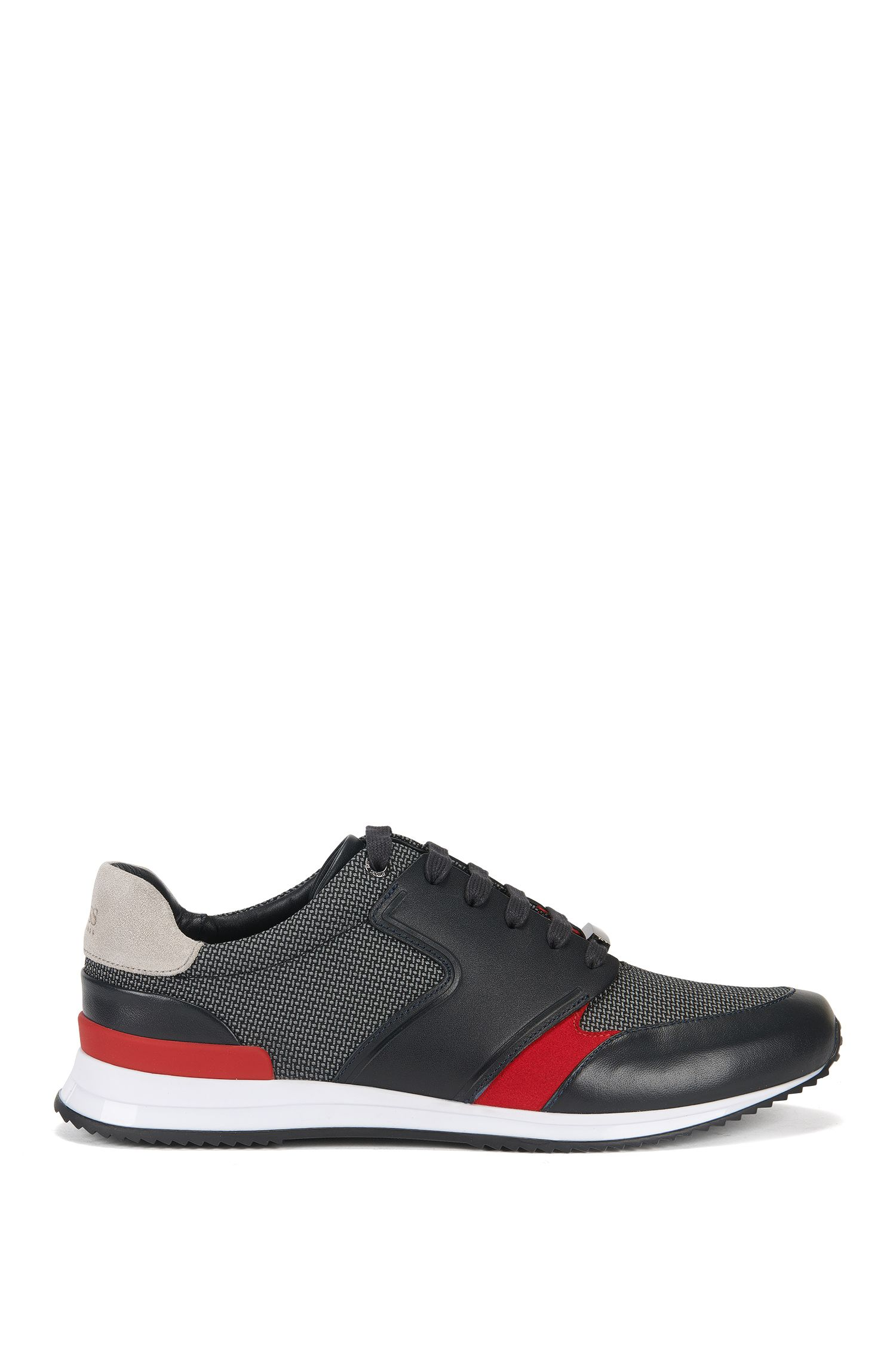 Sneakers aus Leder und Material-Mix