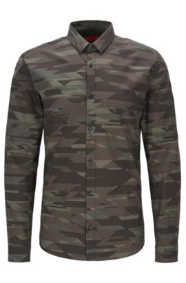 Camicia slim fit in cotone con stampa camouflage, Verde scuro