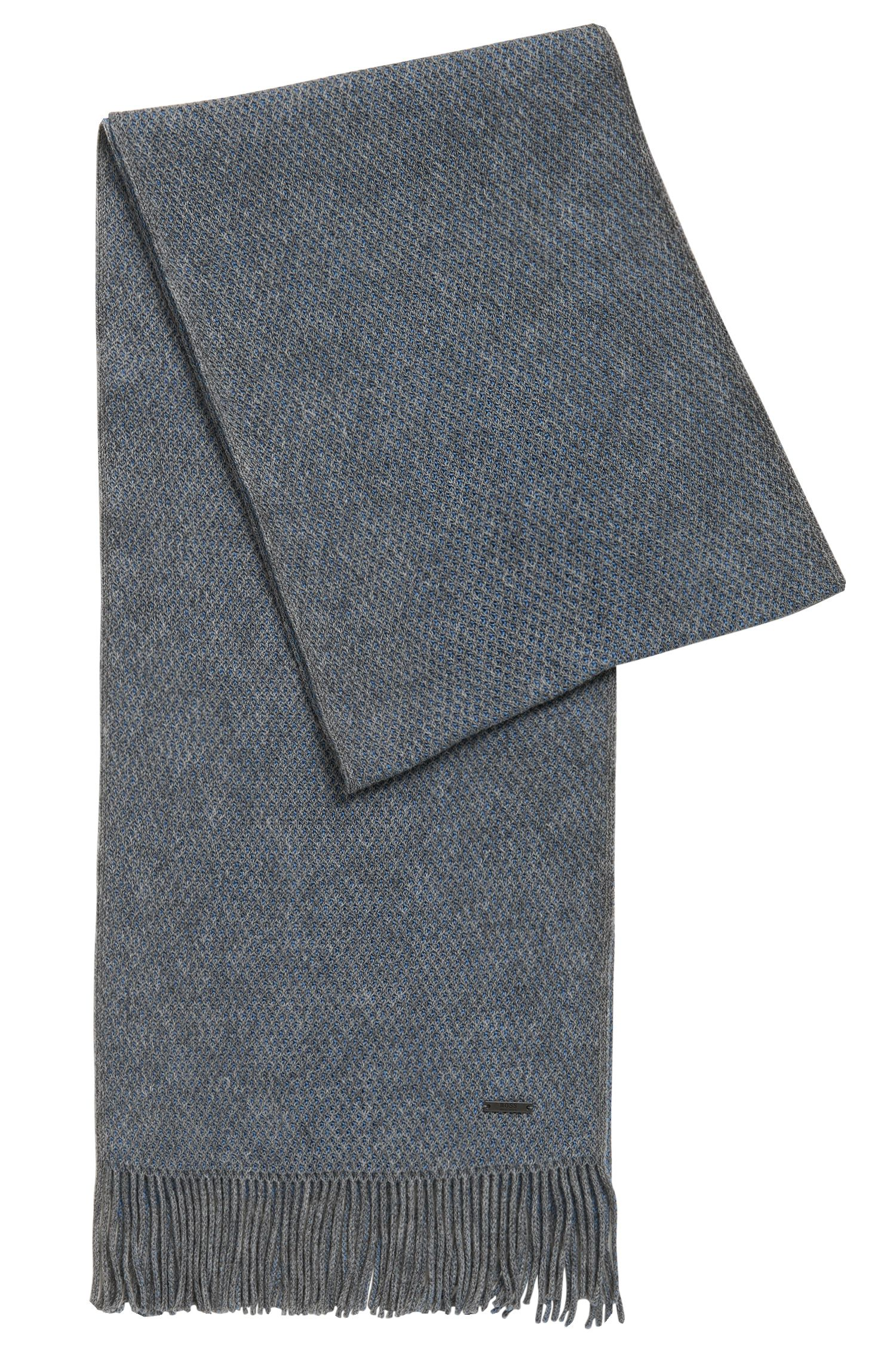 Finely textured scarf in virgin wool