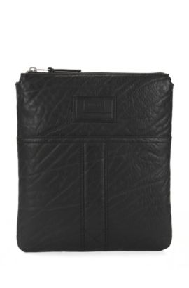 Zip-top envelope bag in grained leather, Black