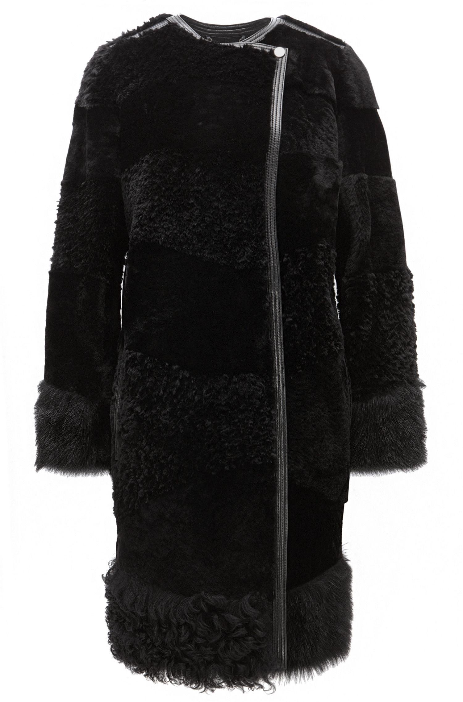 Regular-Fit Mantel aus Lammfell im Bahnen-Design