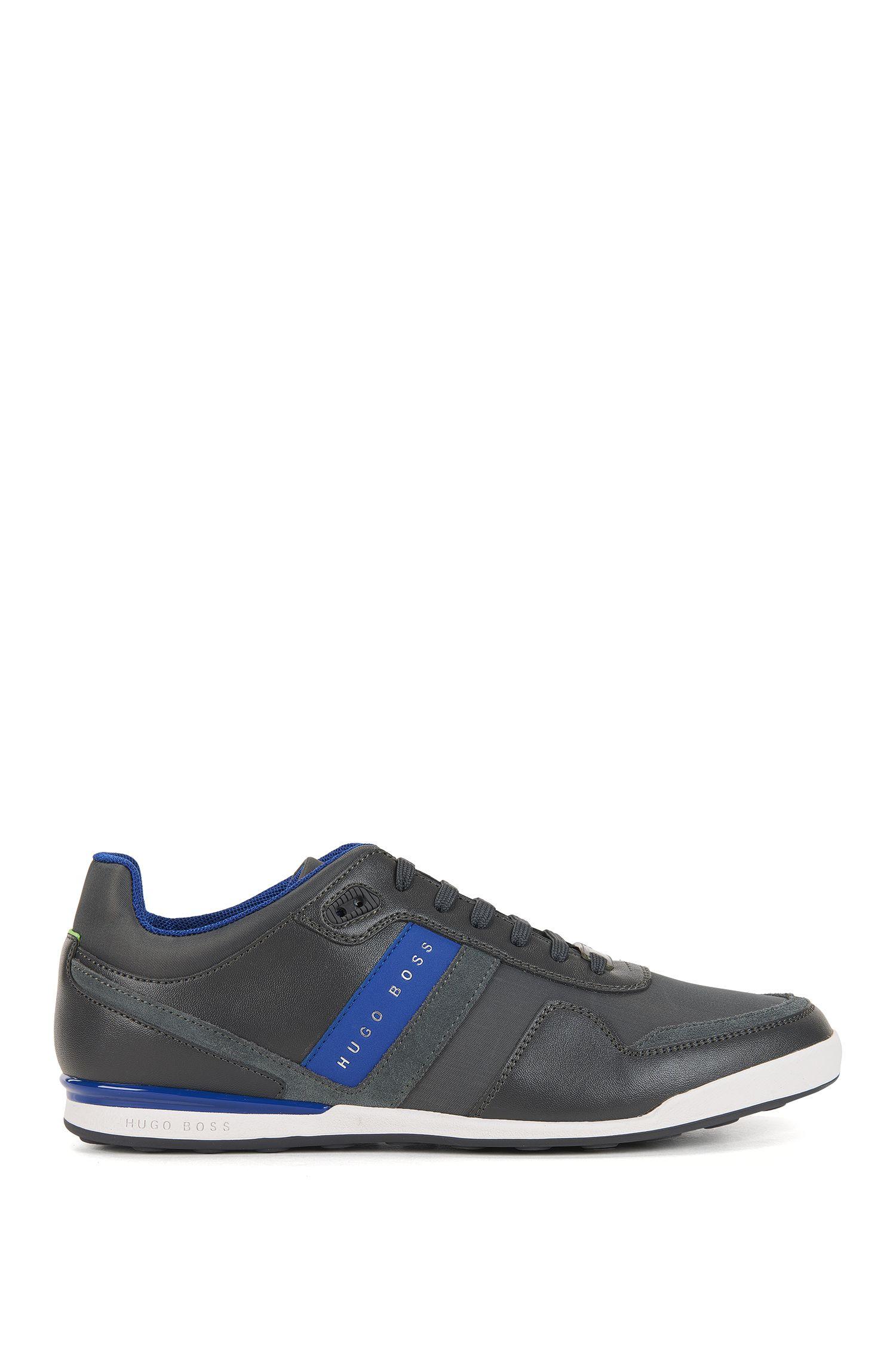 Lage sneakers met leren stroken