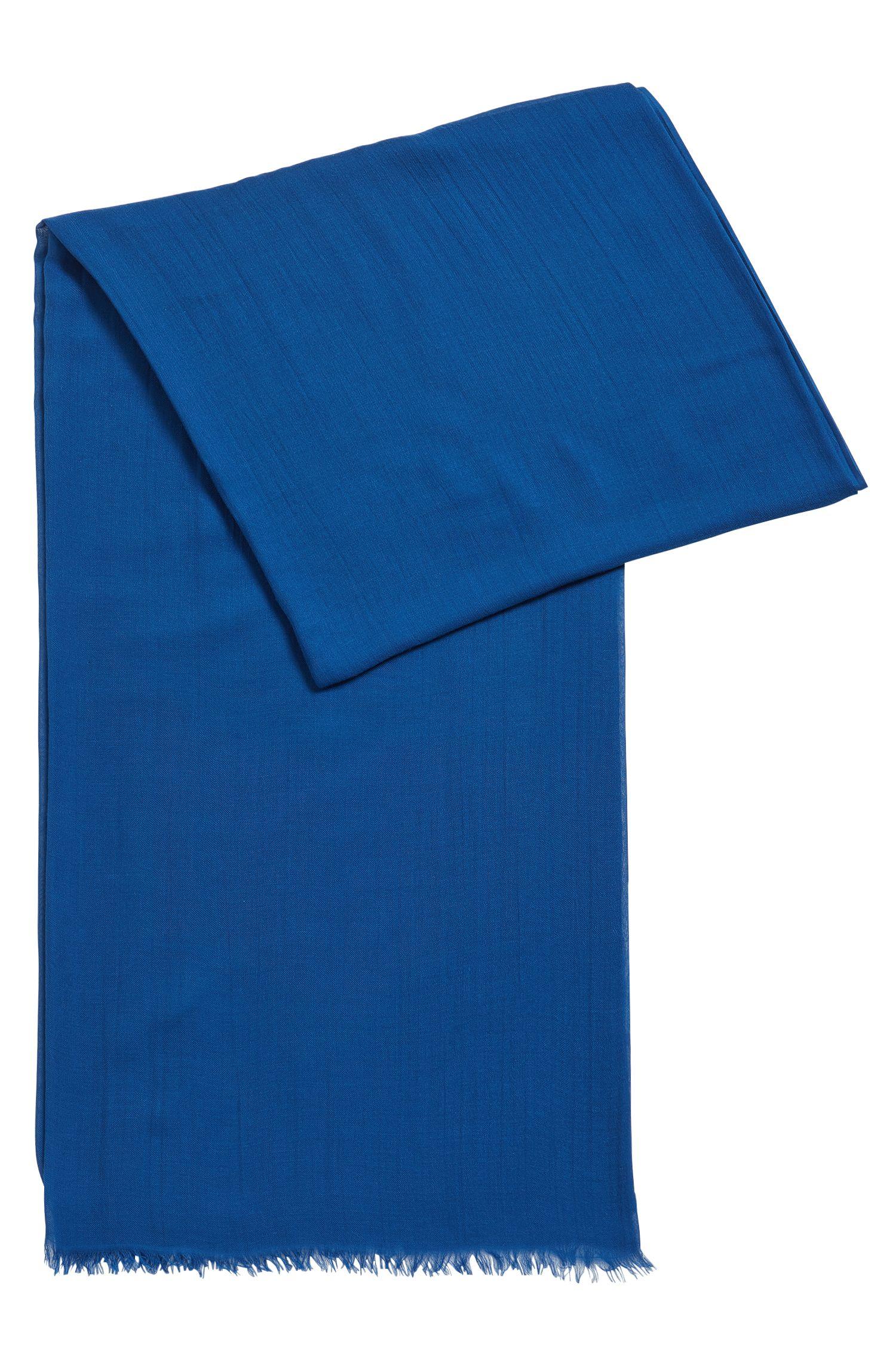 Lichte sjaal van ton-sur-ton modal