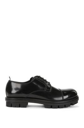 Derby-veterschoenen van geborsteld leer, Zwart
