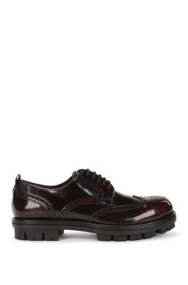 Leather Derby shoes with wingtip details, Dark Red
