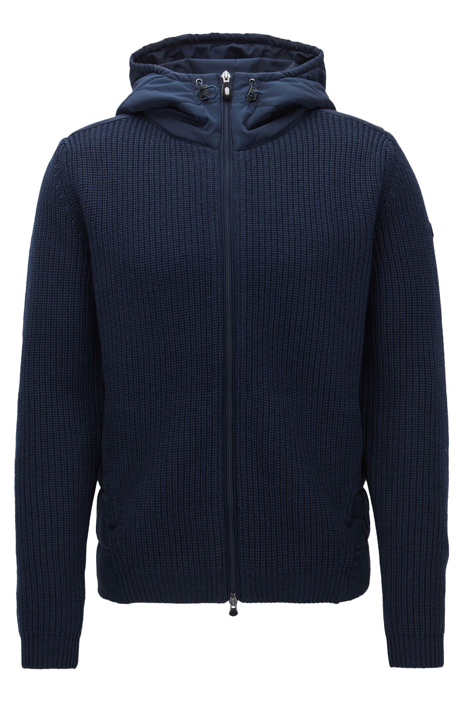 Regular-fit jas met capuchon van een gebreide, gevulde materiaalmix