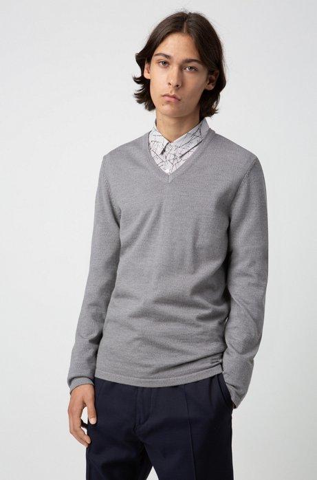 Slim-fit V-neck sweater in Merino wool, Light Grey