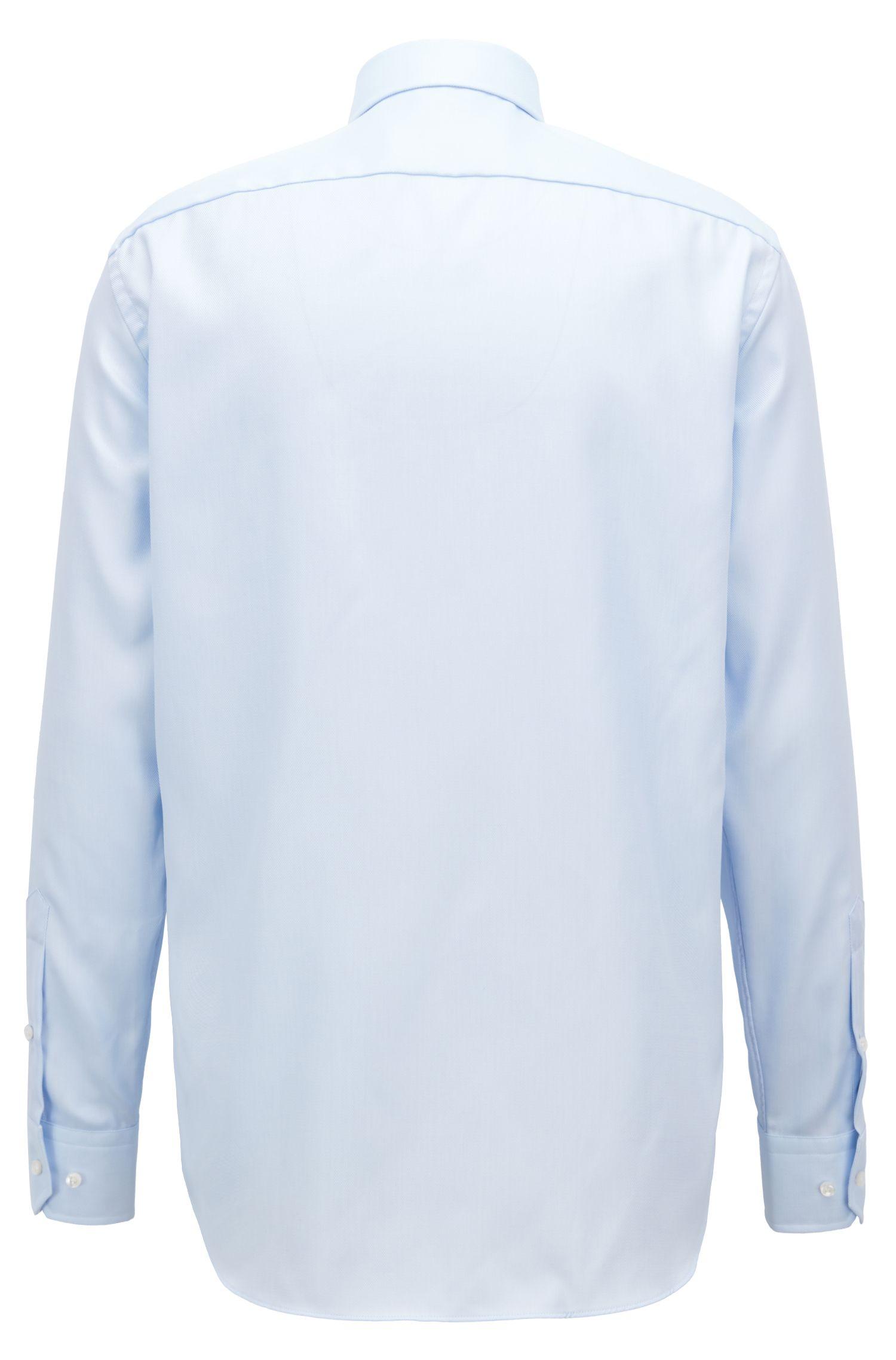 Camisa de viaje regular fit en sarga de algodón resistente a las arrugas