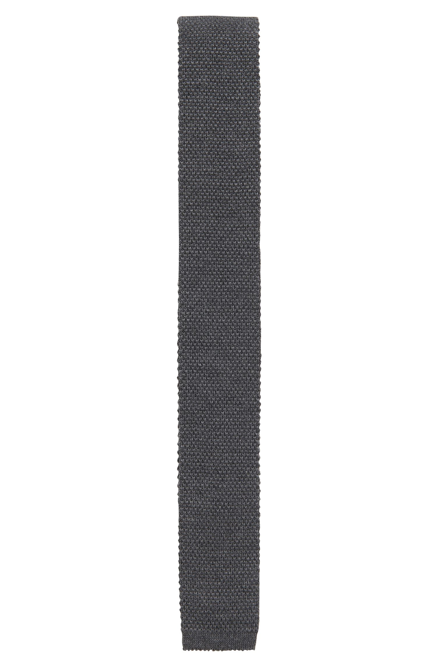 Knitted tie in pure wool