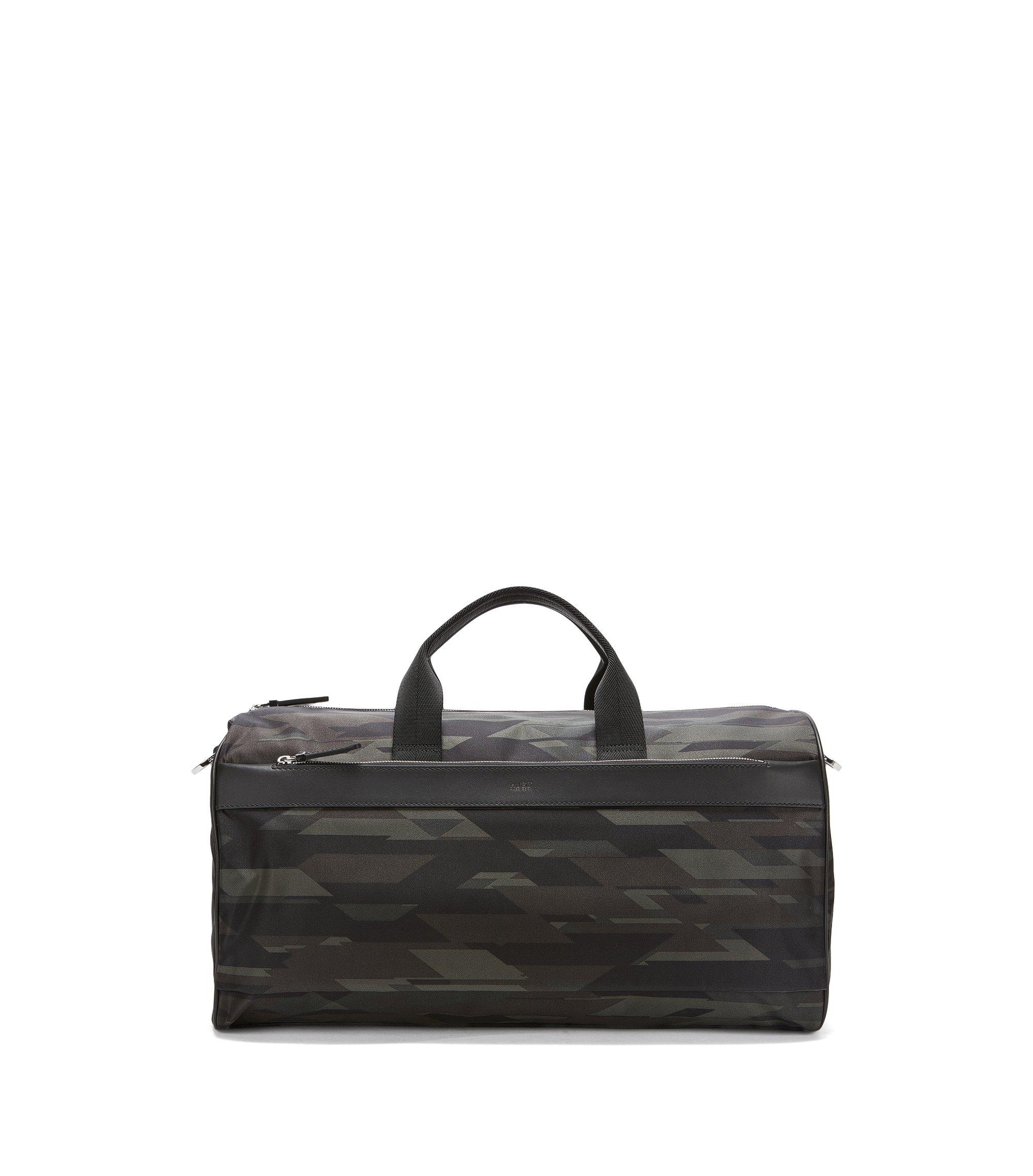 Weekender aus Nylon mit Camouflage-Print und Leder-Details, Gemustert