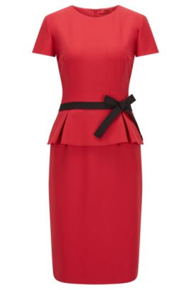 Robe Regular Fit en crêpe à basque, Rouge