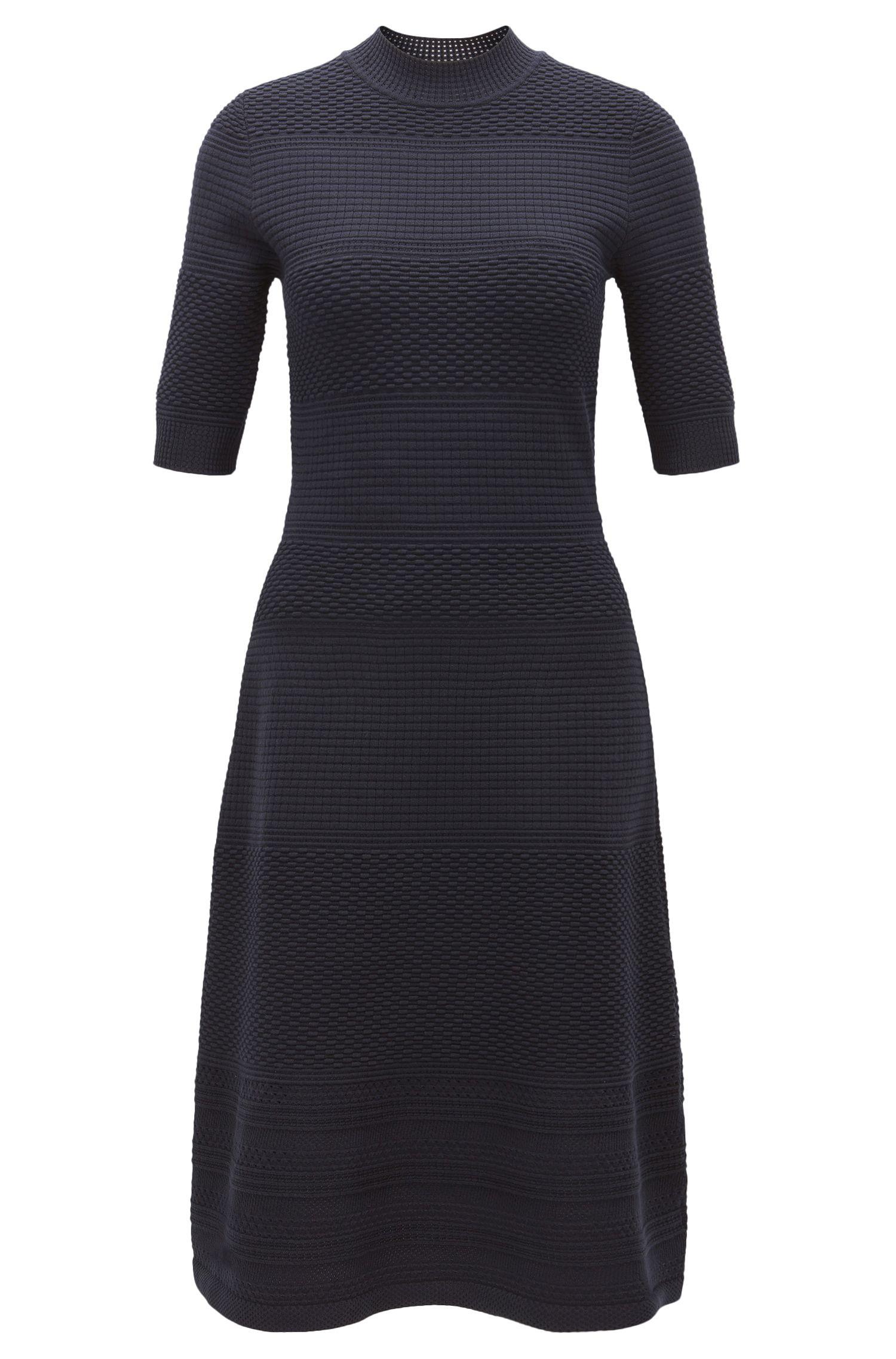 Kleid aus gestricktem Material-Mix mit Rundhalsausschnitt