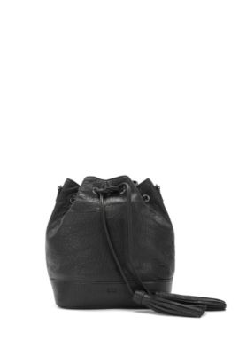 Drawstring bucket bag in Italian leather, Black