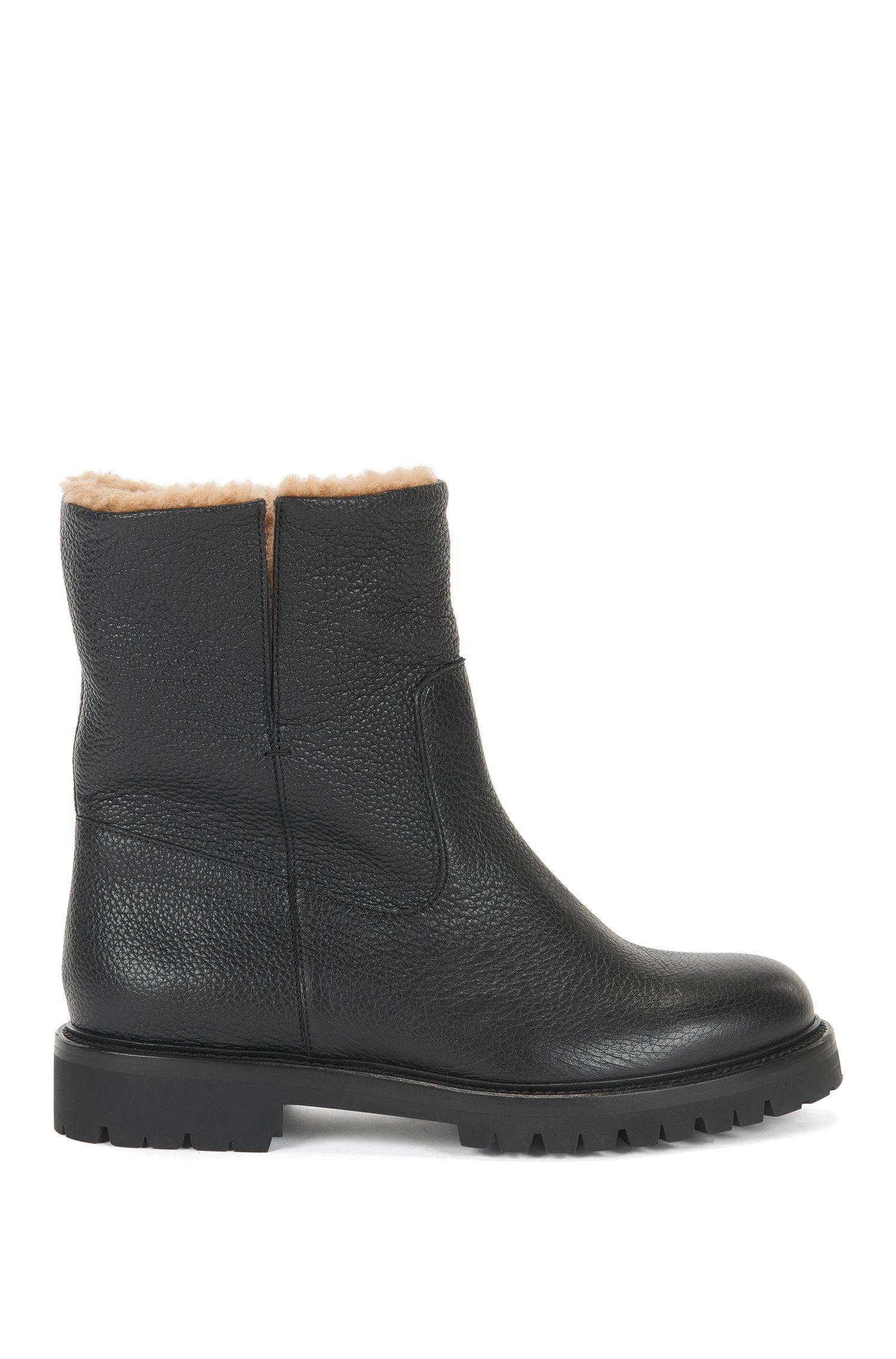 Leather boots with lambskin lining