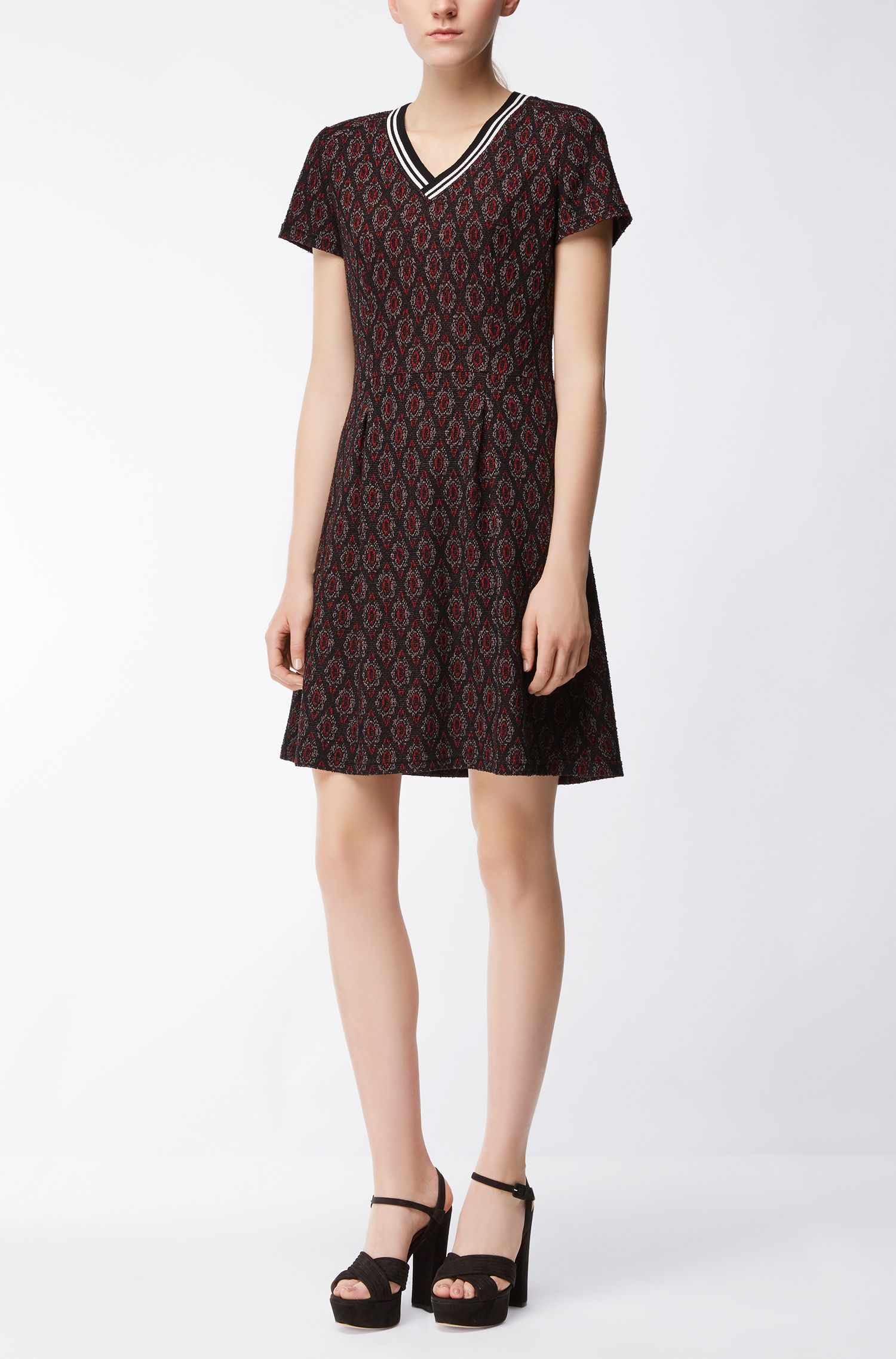 Tailliertes Kleid aus Material-Mix mit Baumwolle
