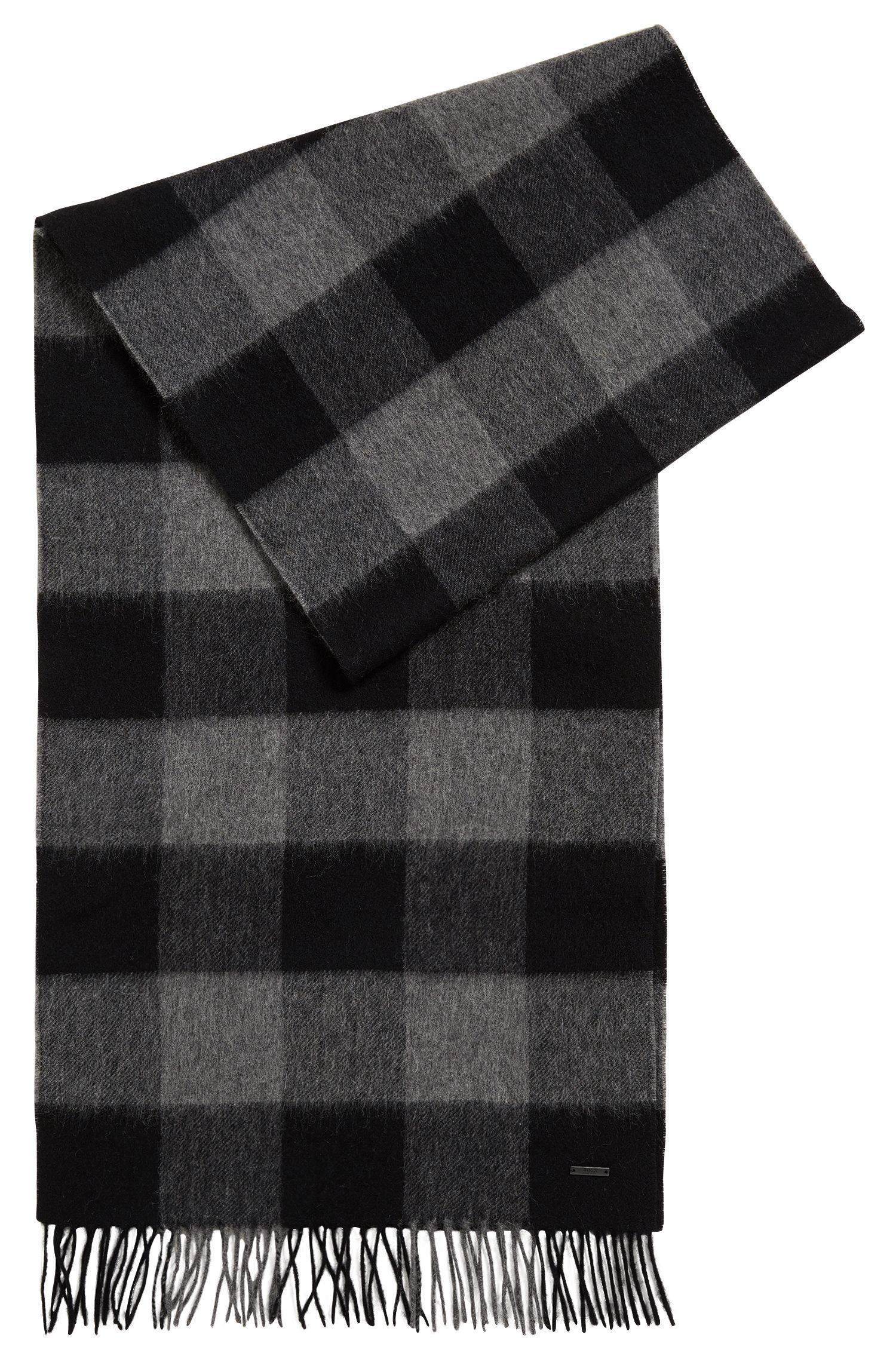 Sjaal van fijne, geruite scheerwol