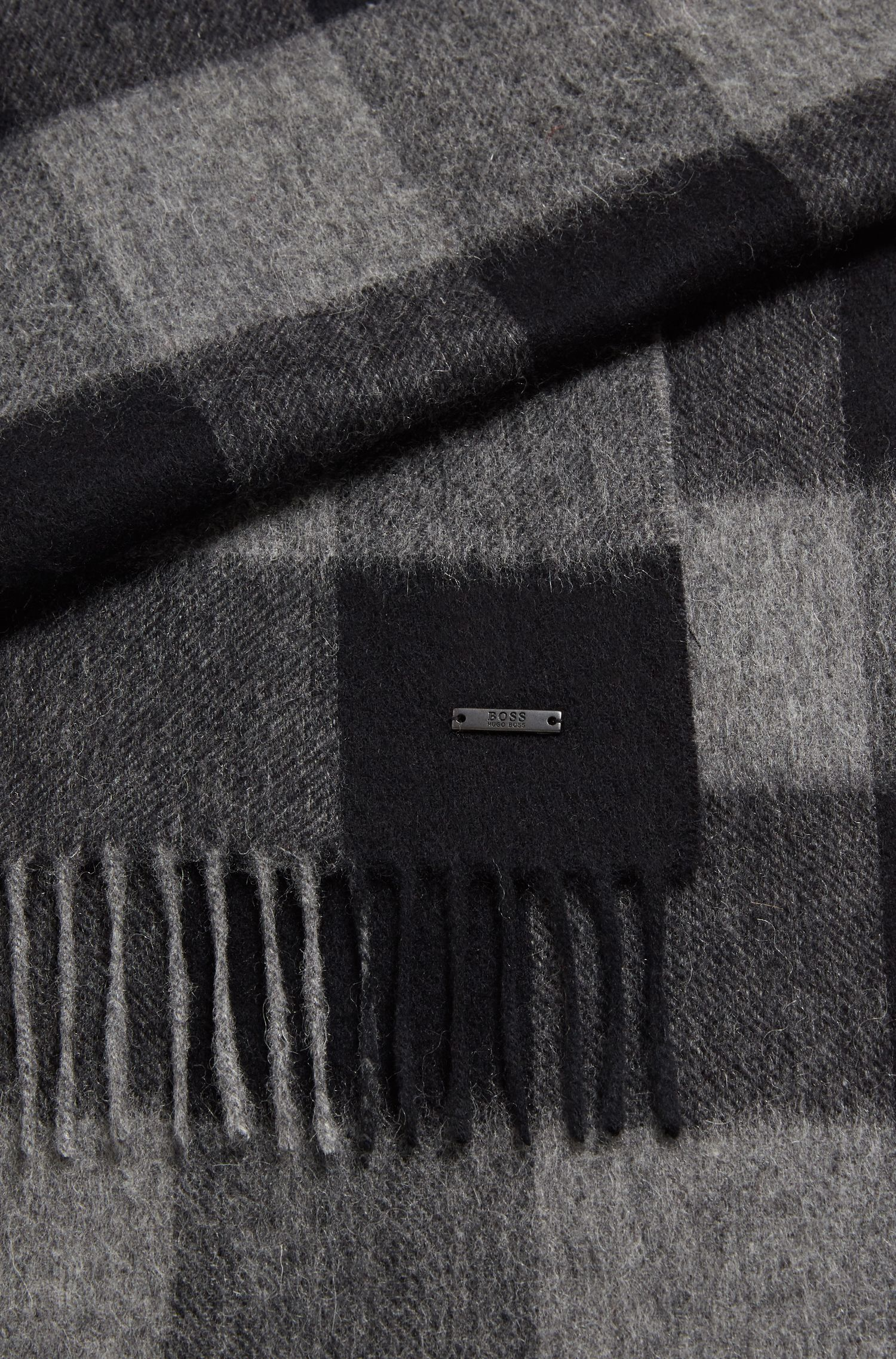 Checked scarf in fine virgin wool