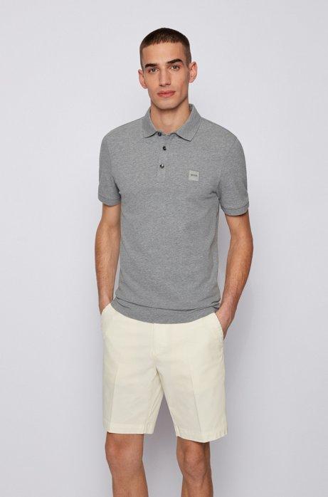 Poloshirt aus gewaschenem Piqué mit Logo-Aufnäher, Hellgrau