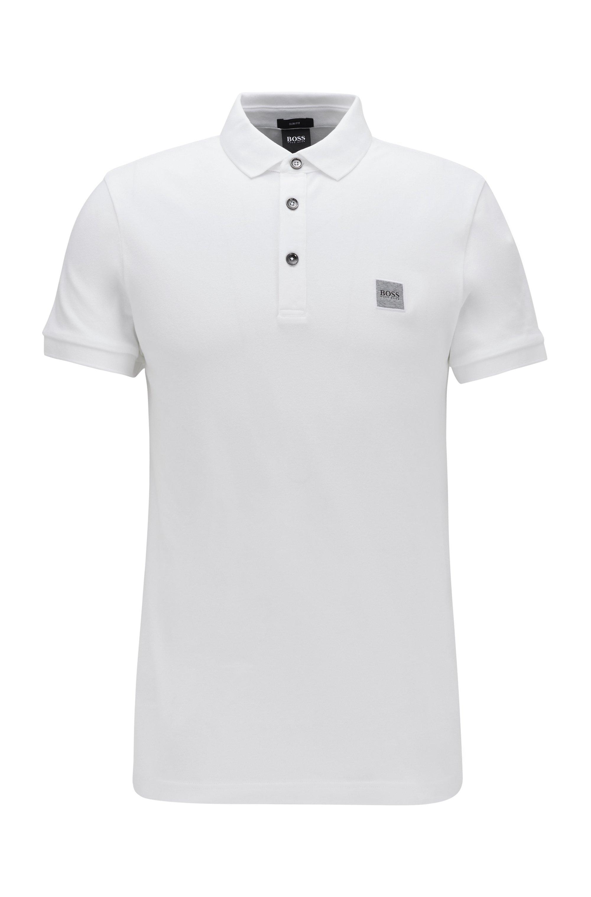 Poloshirt aus gewaschenem Piqué mit Logo-Aufnäher, Weiß