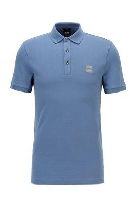 Poloshirt aus gewaschenem Piqué mit Logo-Aufnäher, Hellblau