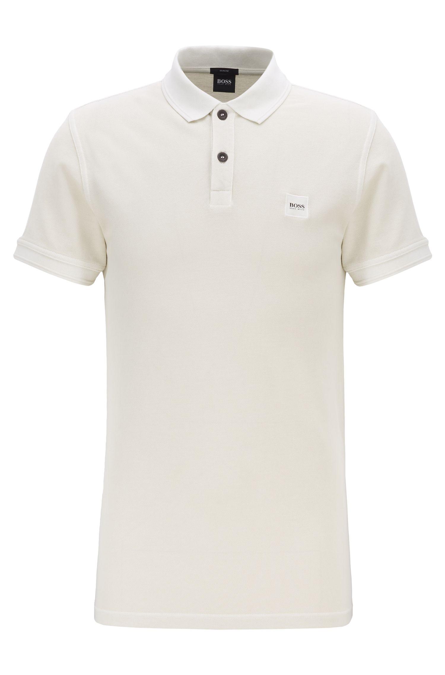 Slim-Fit Poloshirt aus gewaschenem Baumwoll-Piqué, Hellbeige