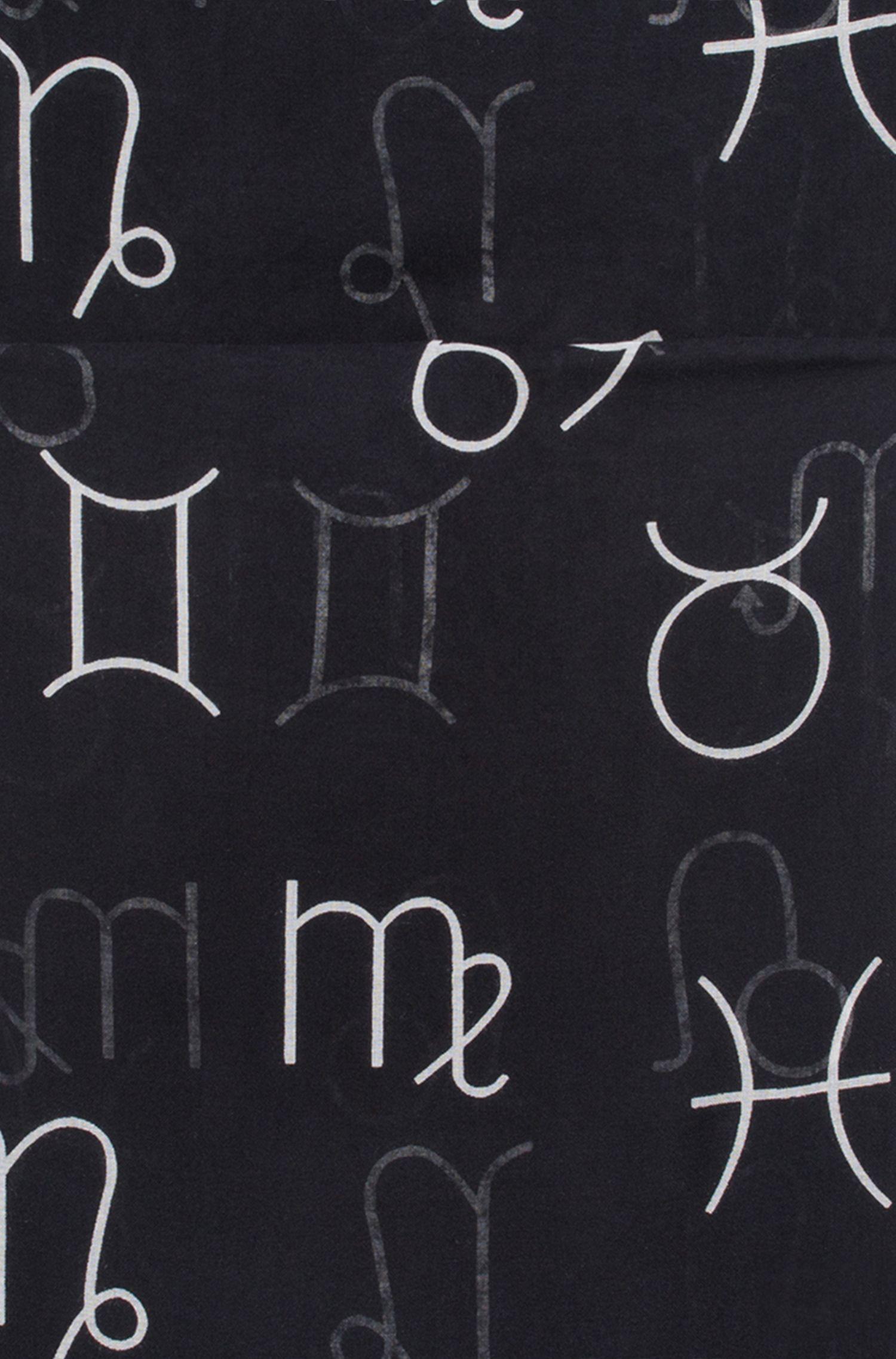 Schal aus Modal mit Sternzeichen-Symbolen