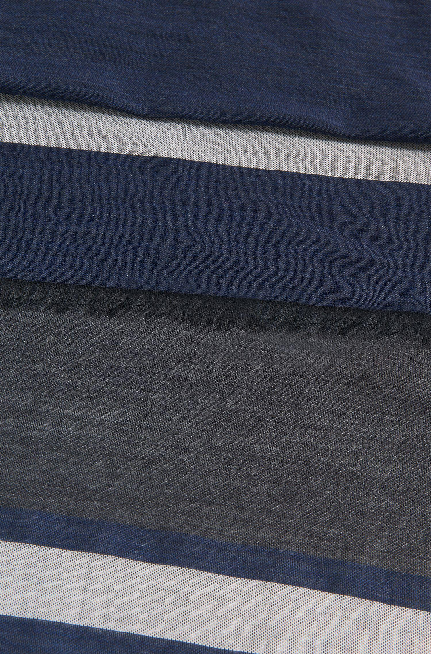 Écharpe légère en fine laine vierge mélangée