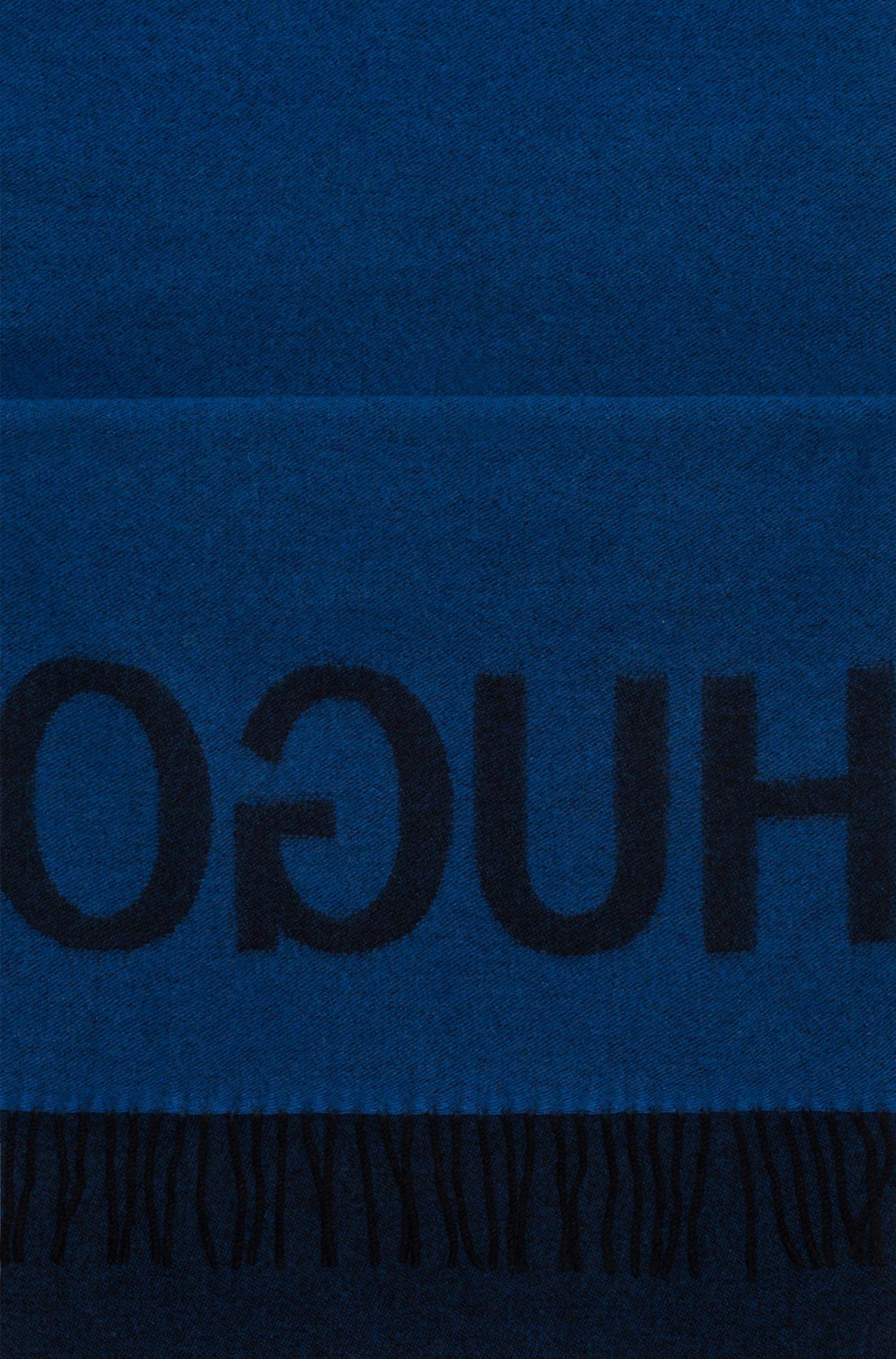 Schal aus Schurwoll-Mix mit spiegelverkehrtem Logo