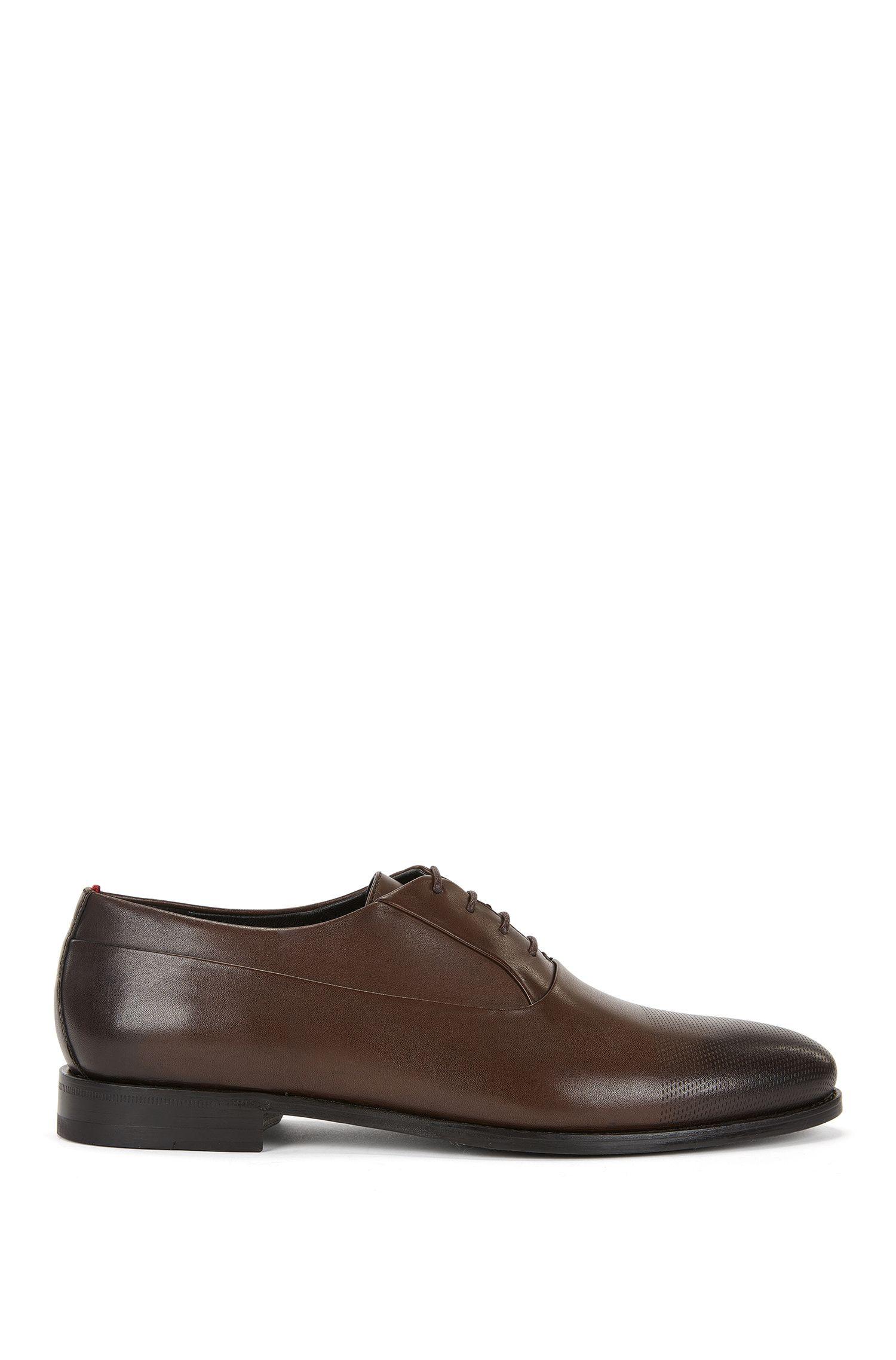 Oxford-Schuhe aus gelasertem Leder