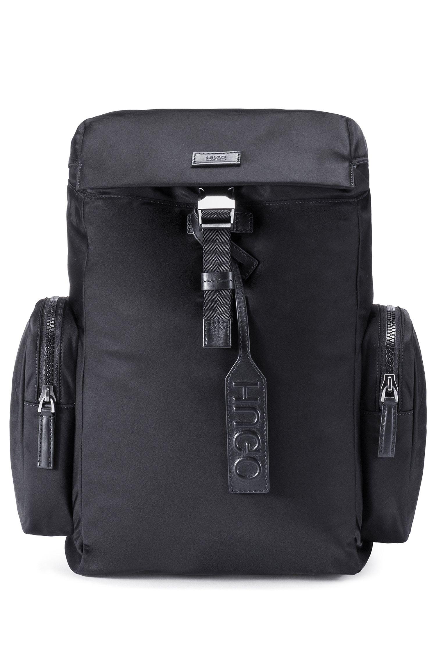 Rucksack aus Nylon-Gabardine mit Glattleder-Besätzen