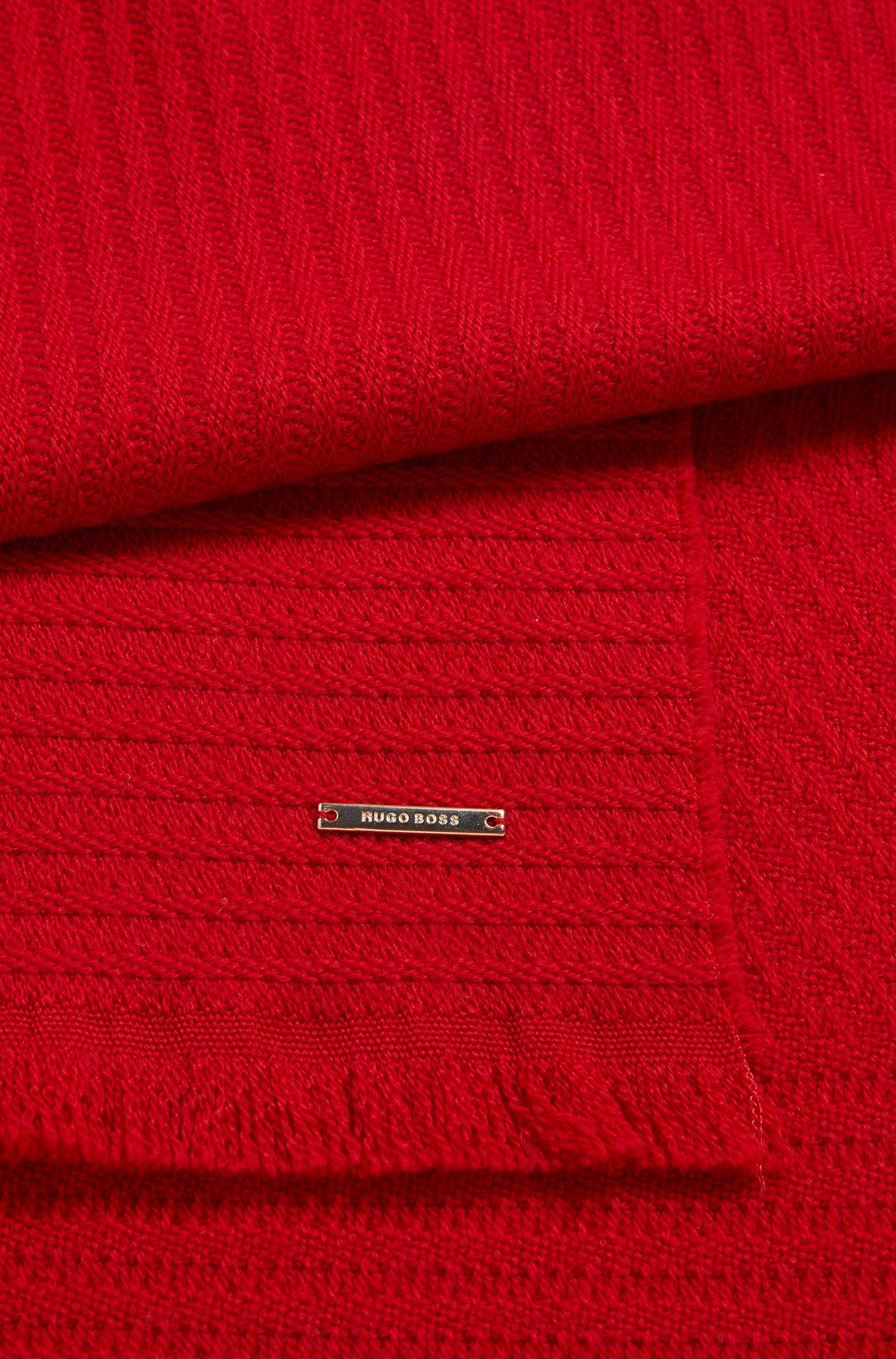 Einfarbiger Schal aus strukturierter Wolle