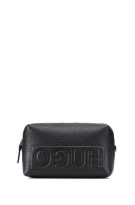 Kulturbeutel aus genarbtem Leder mit spiegelverkehrtem Logo, Schwarz