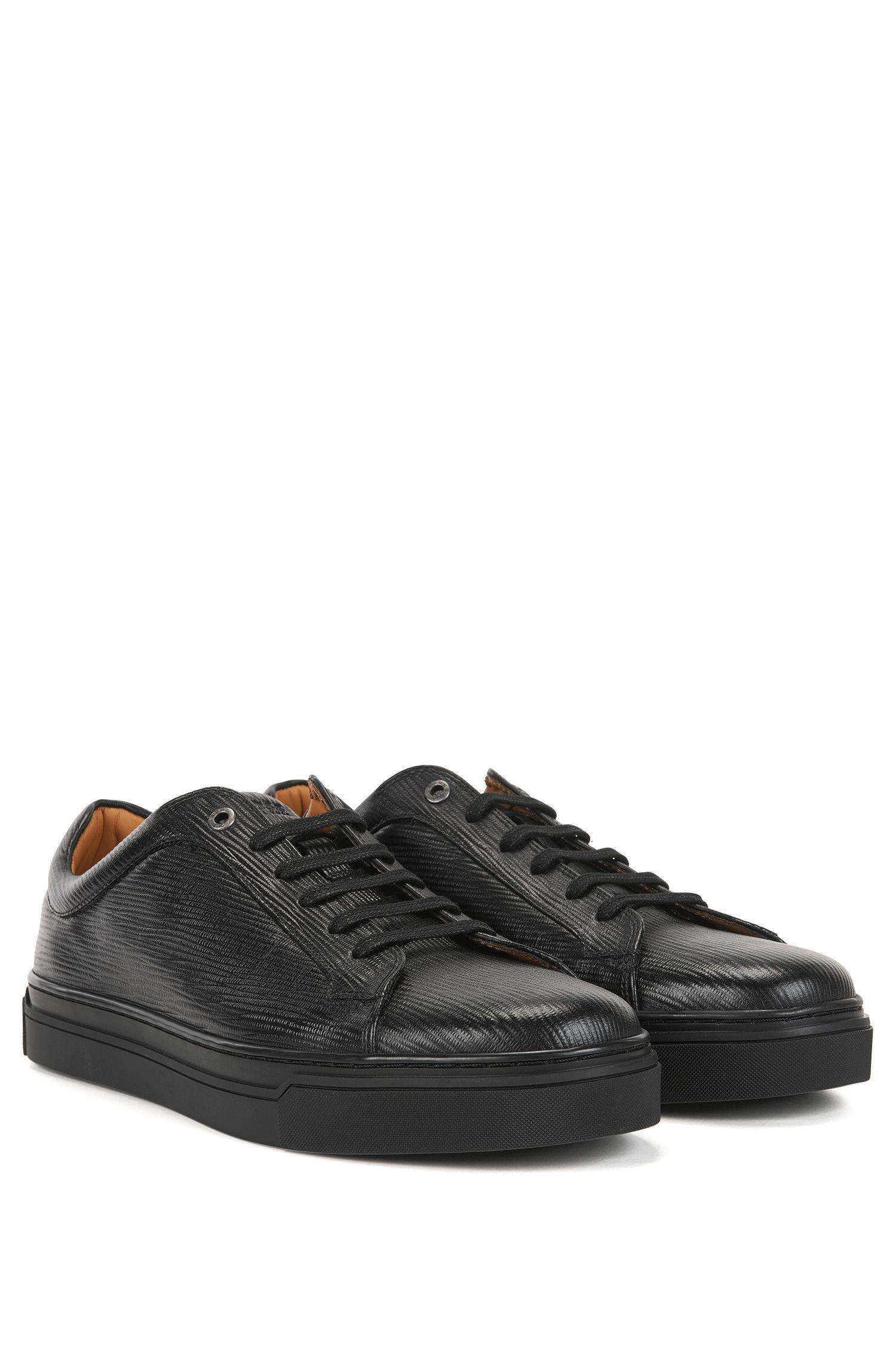 Sneakers aus bedrucktem Leder im Tennis-Stil