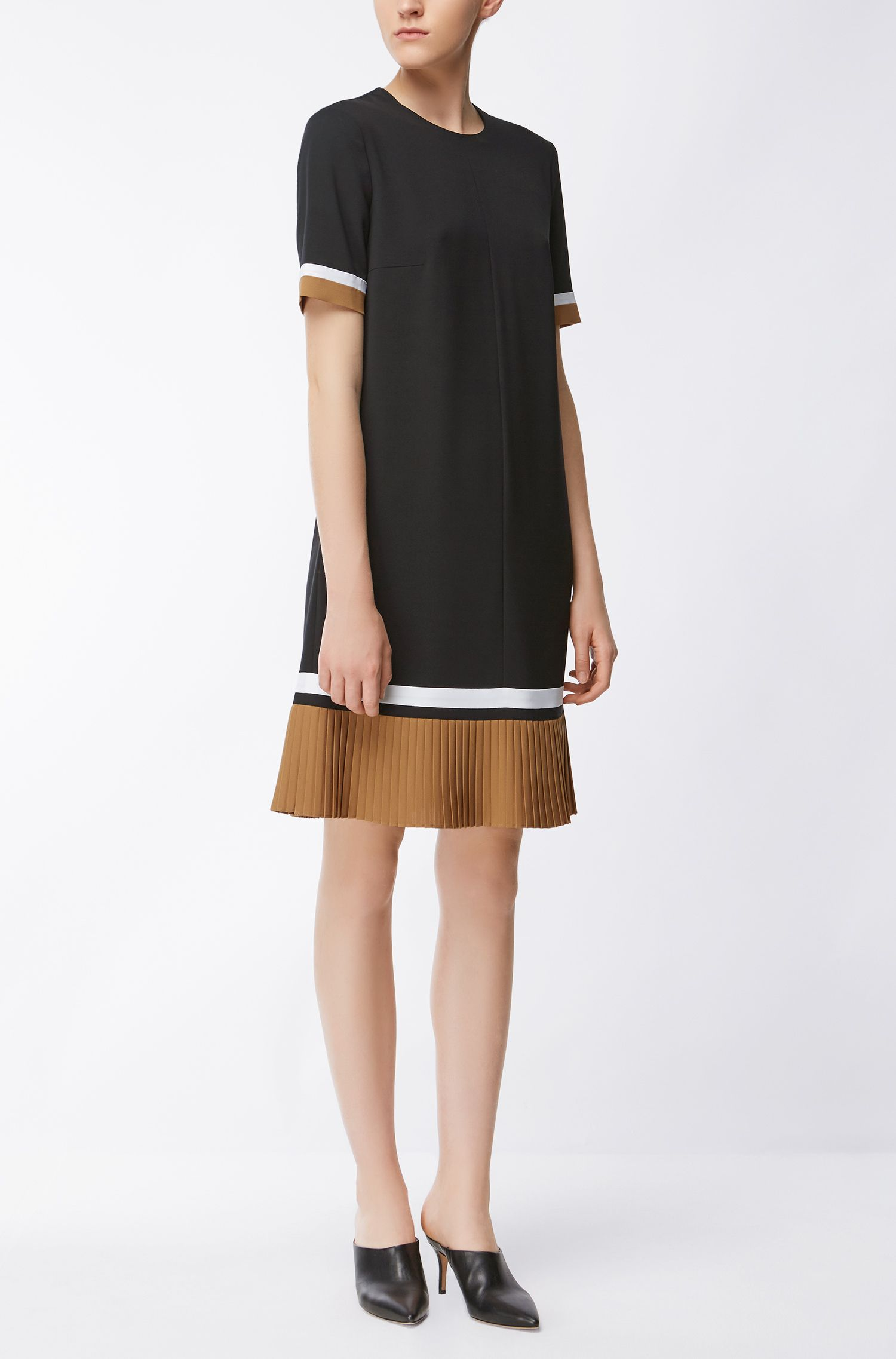 Plissé-hem colourblock dress in lightweight crêpe