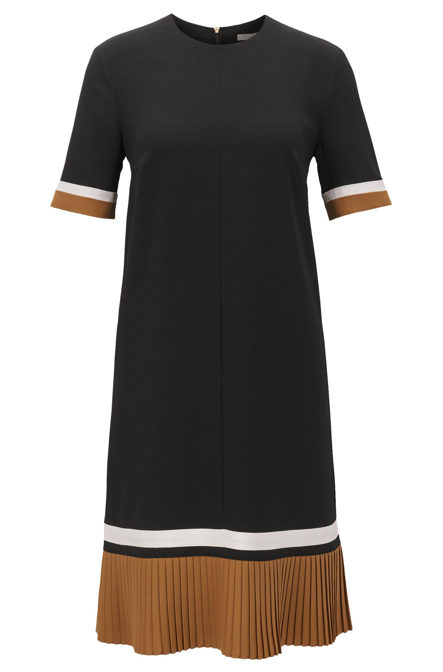 Vestido en crepé ligero con bloques de color y dobladillo plisado