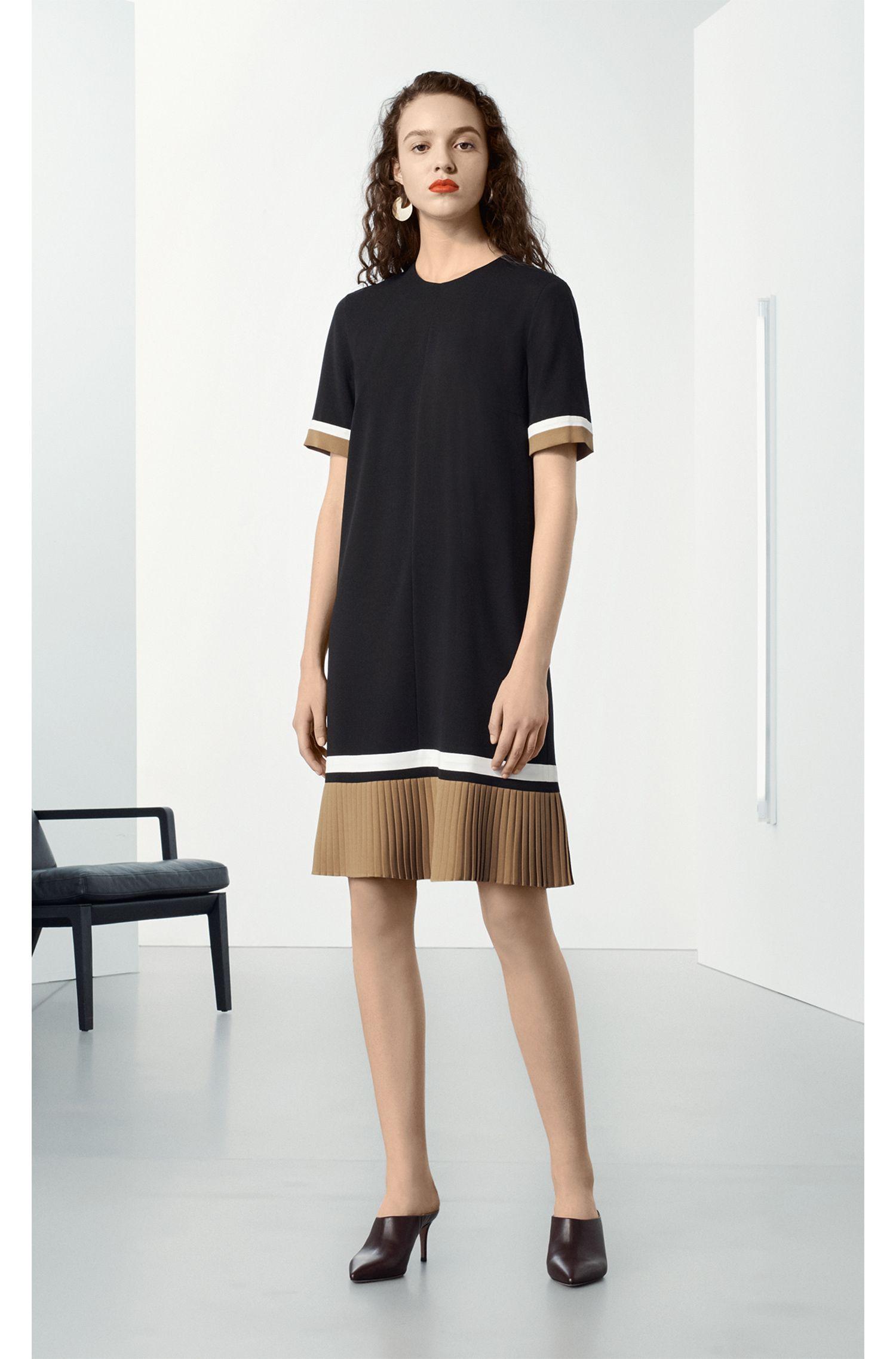 Kleid aus leichtem Krepp mit Plissée-Saum und Colour-Block-Details