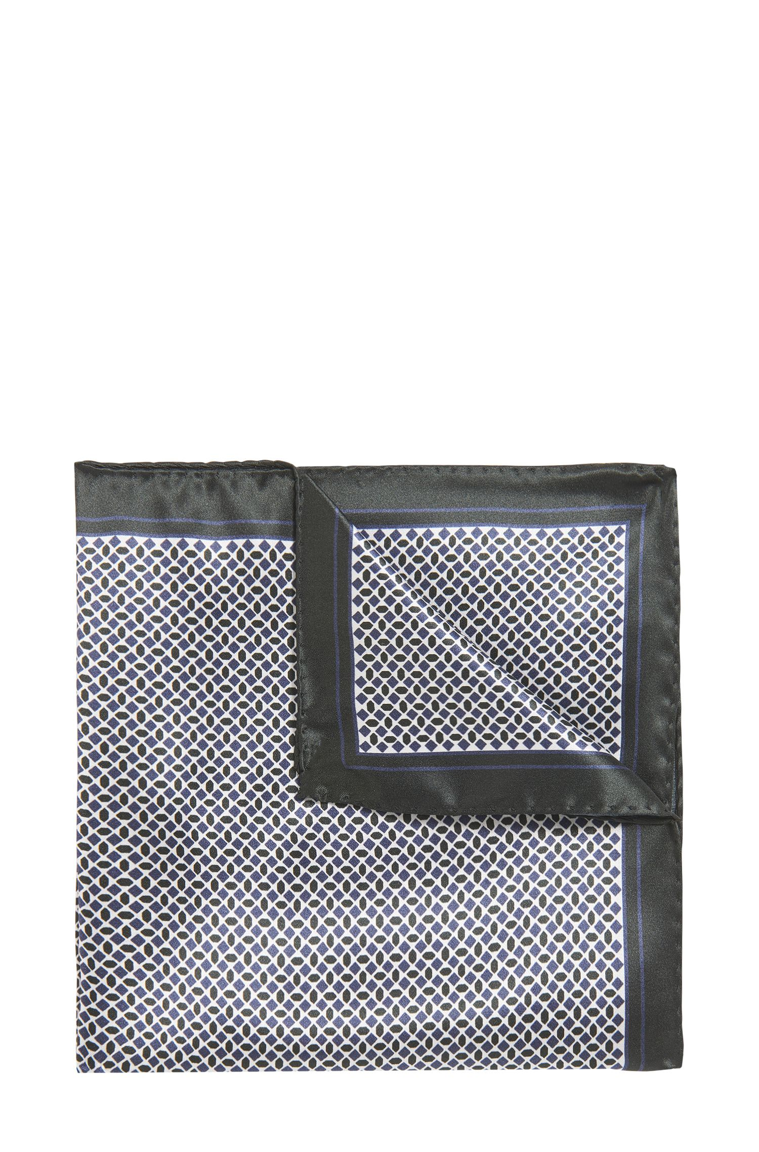 Pochette en soie imprimée avec bords et ourlets roulés