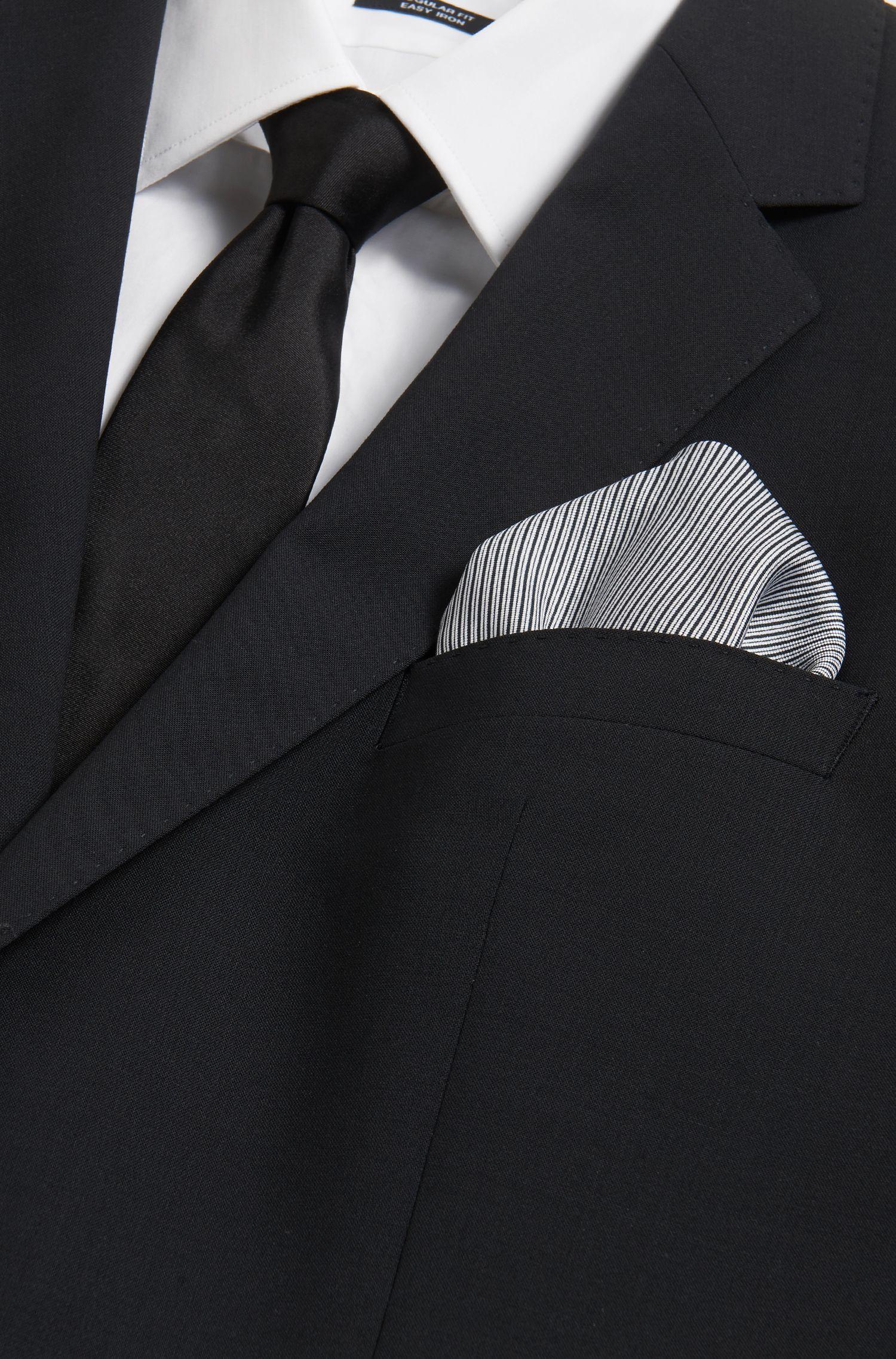 Pochette en soie à rayures en diagonale