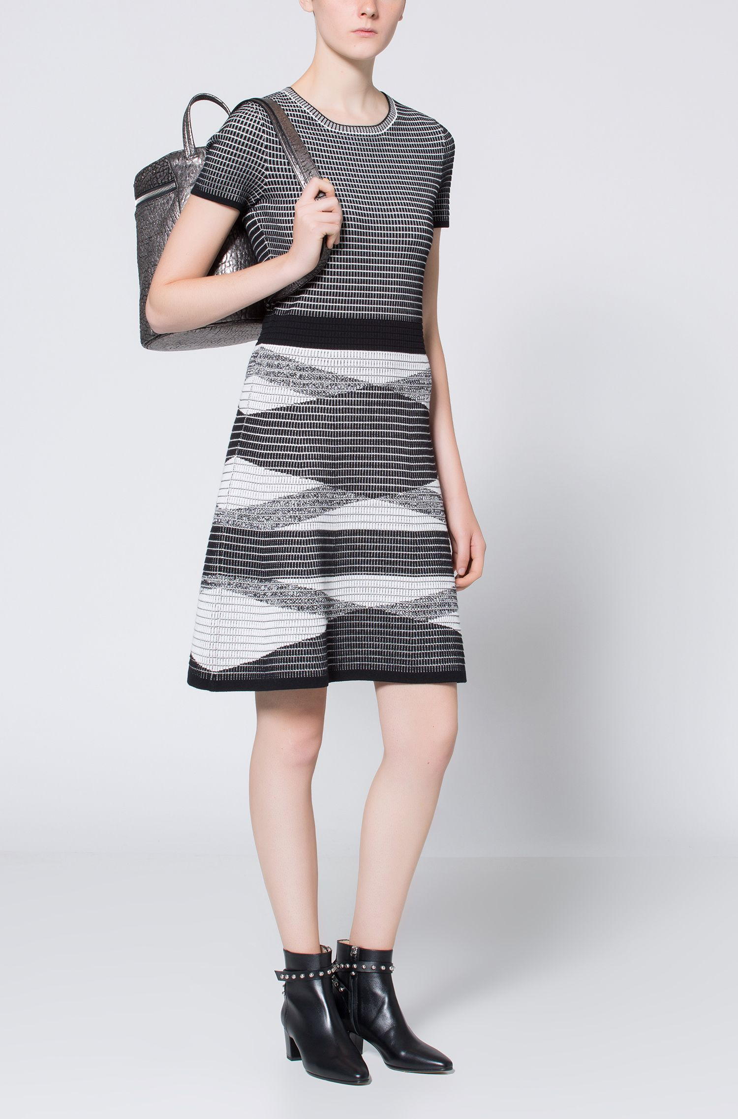 Vestido de punto con textura de rejilla en 3D
