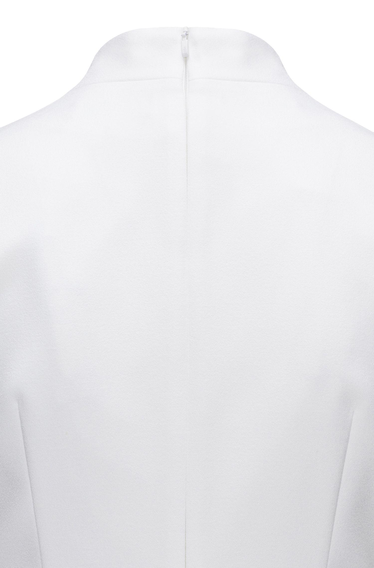 Robe de jour ajustée à col en crêpe fin