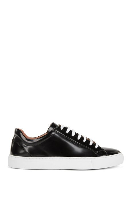 Low-top trainers in brush-off leather, Black
