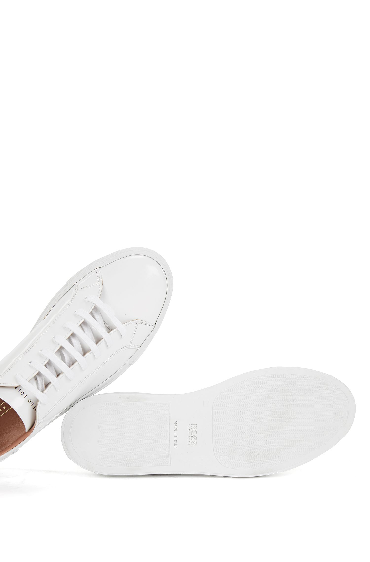 Low-top trainers in brush-off leather