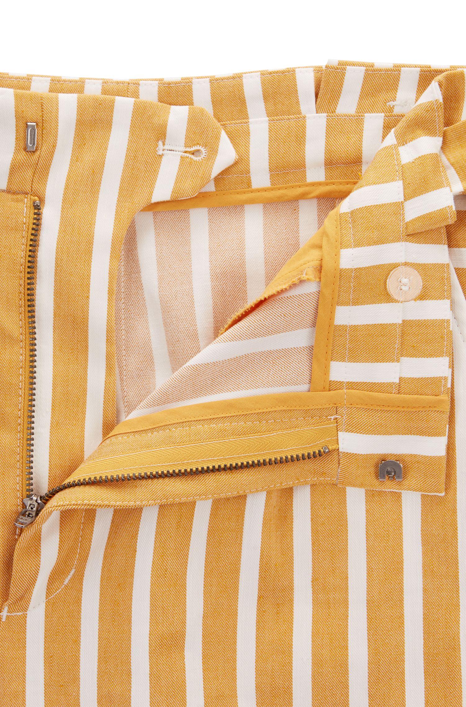 Gestreepte short van een elastische linnenmix met geplooide tailleband
