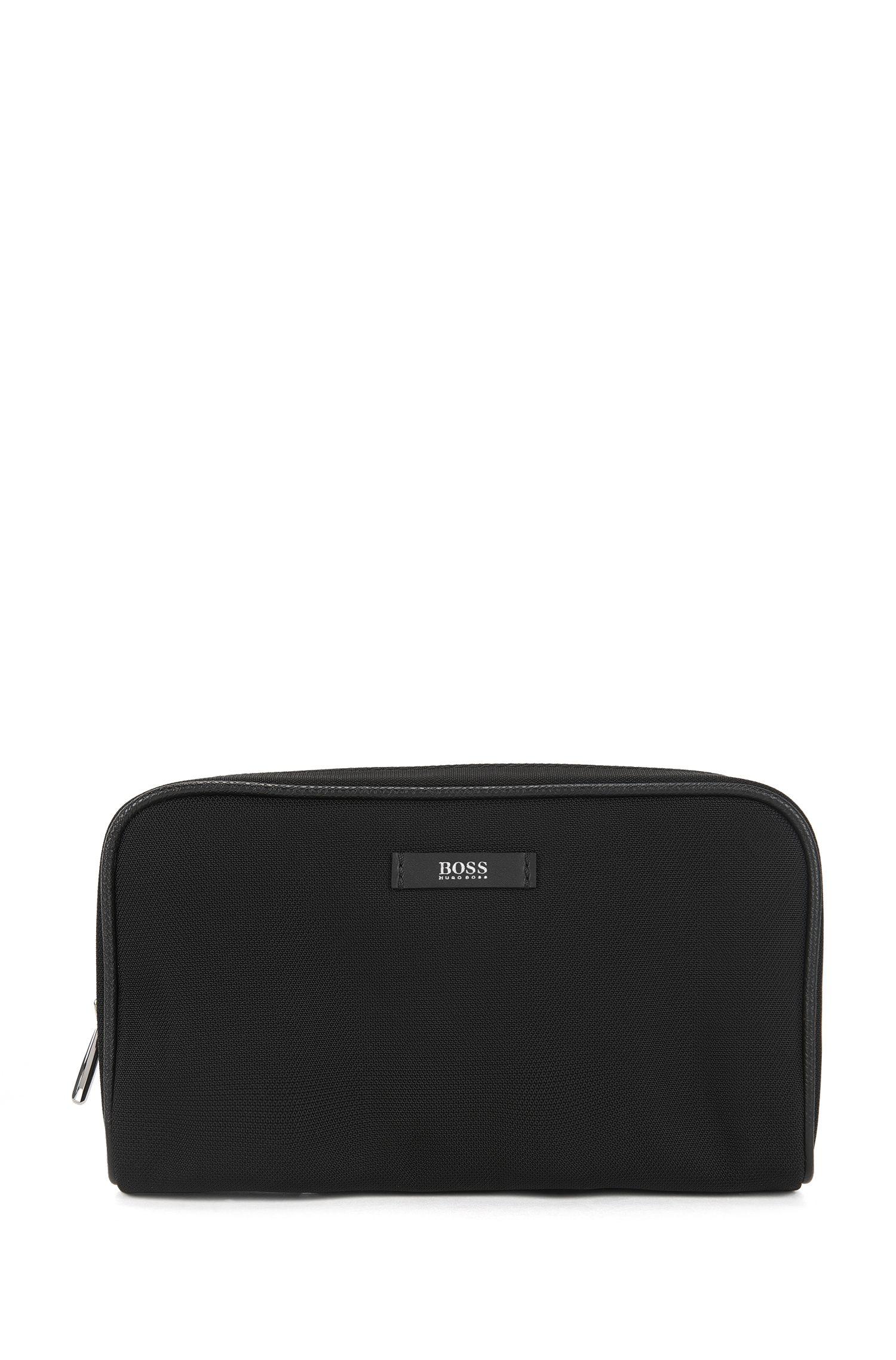 Schoenverzorgingsset in een pouch met merkaccent